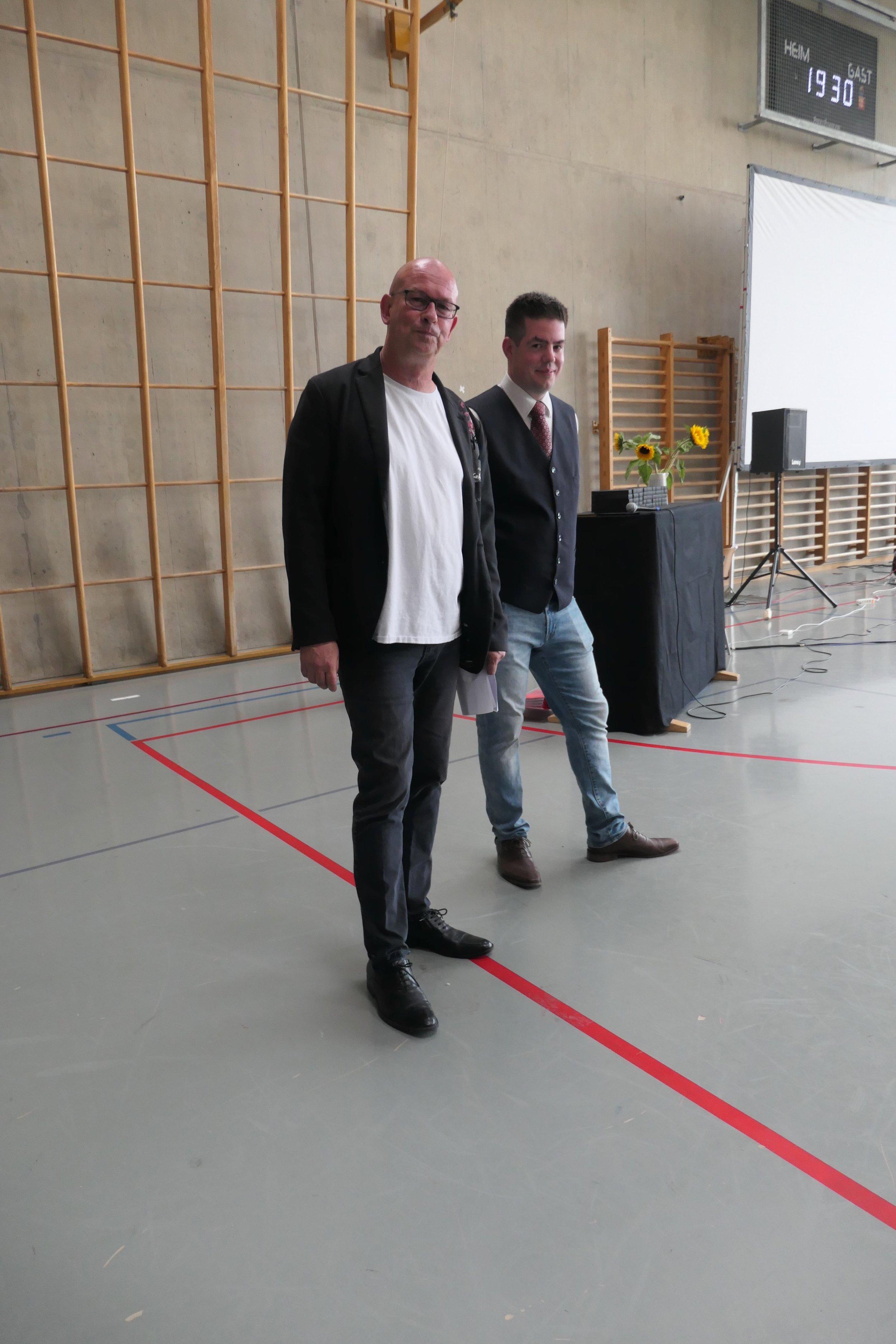 Schulleiter Andres Dietschi & Moderator Nevio Oberholzer