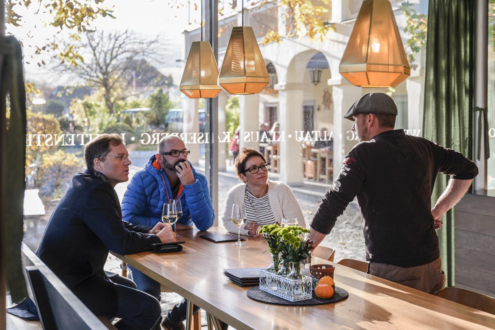 Markus Spitzbart, Andreas & Alexandra Hiss bei Alexander Mang im Weingut Mang in Weissenkirchen/Wachau.