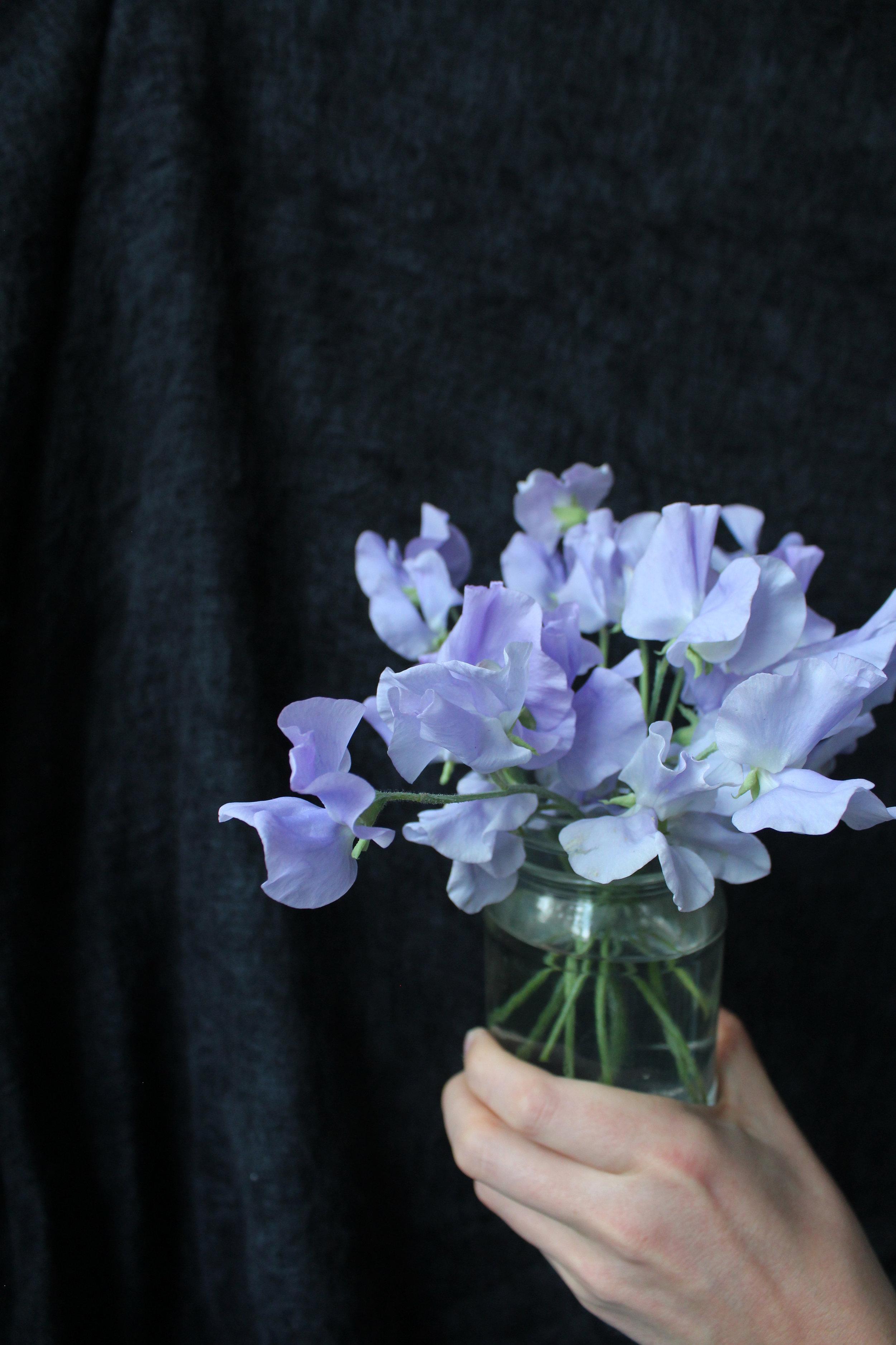 sweet pea lilac jam jar flowers