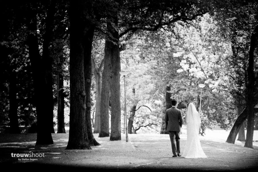 bruidspaar in het Euromastpark