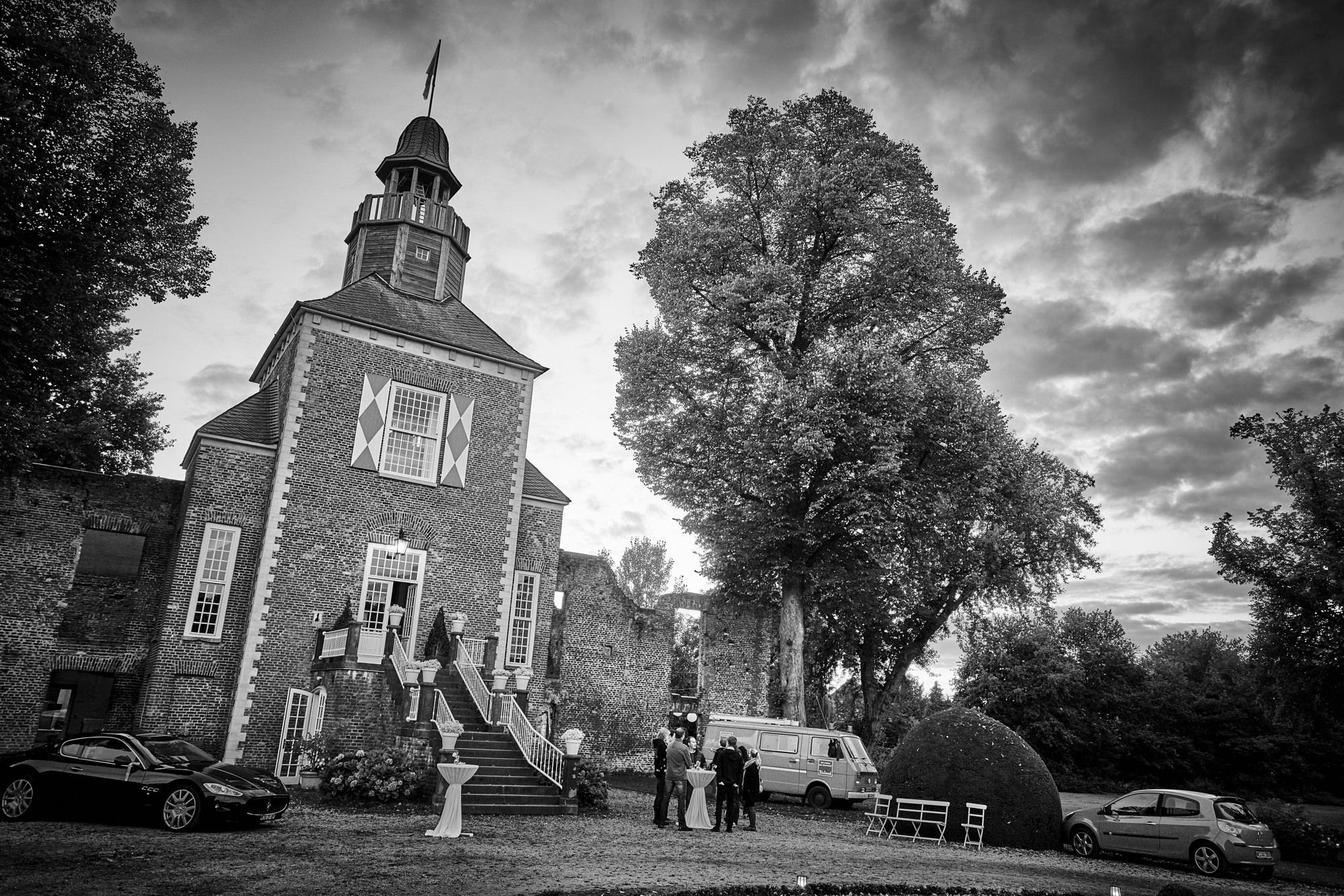 bruidsfotografie-duitsland-schloss Hertefeld-weeze-trouwreportage-265A.jpg