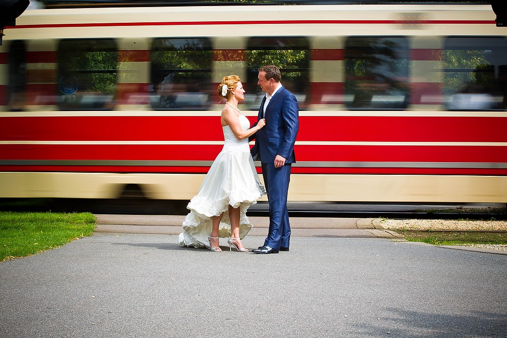 bruidsfotografie bij de Haagse tram