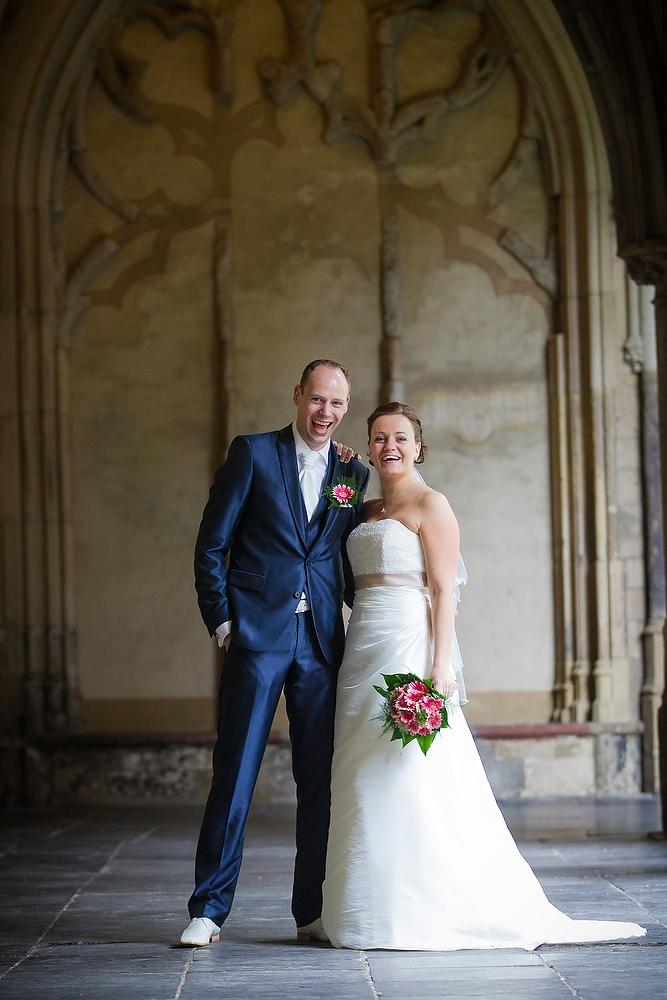 trouwshoot bruidsfotografie in Utrecht - bruidspaar bij de Domtoren