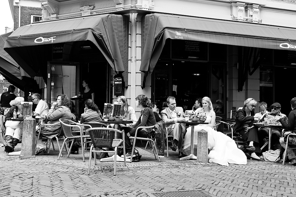 trouwshoot bruidsfotografie in Utrecht - cafe