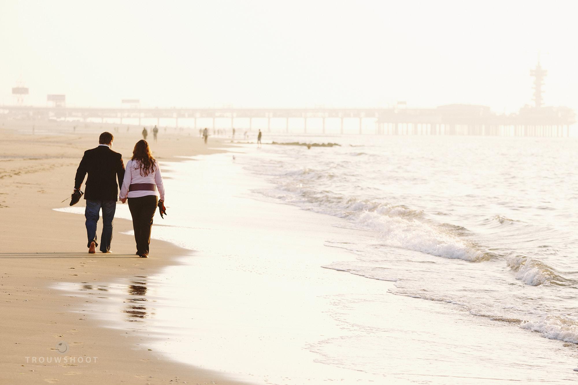 trouwshoot loveshoot op het strand van Scheveningen