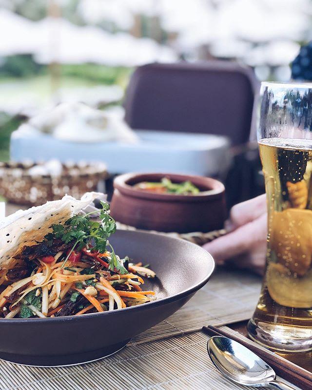 En annan variant av mangosalladen, här med beef jerky - riktig starkt! 🌶🌶🌶 SÅ GOTT! . . #steamyphoinvietnam #saigonbeer #vietnamesefood #vietfood #instafood #healthy #eatclean #tasty #ngonqua #streetfood #eeeeats #feedfeed #yummymummies #foodmarket #saigon #vietnamesefood #mangosalad #nhatrang #theanamresort