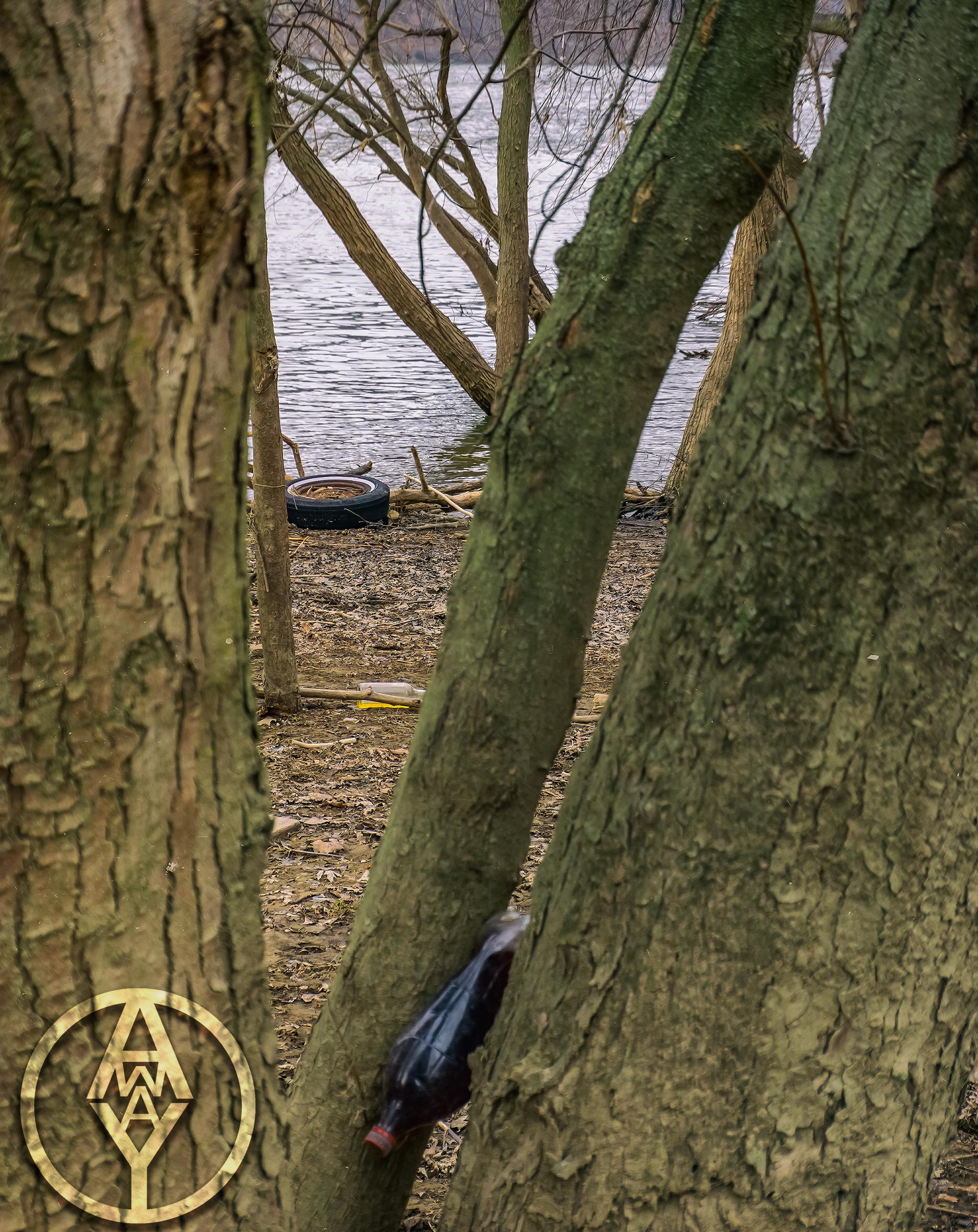 1432 - NWLCRT - Debris Along Riverfront Park