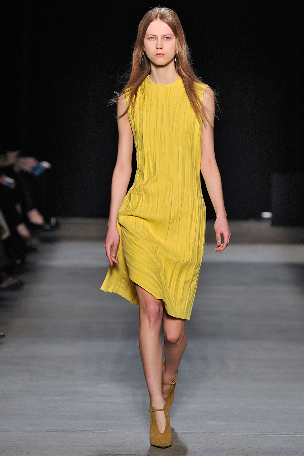Look 16 Yellow cashmere plissé dress.
