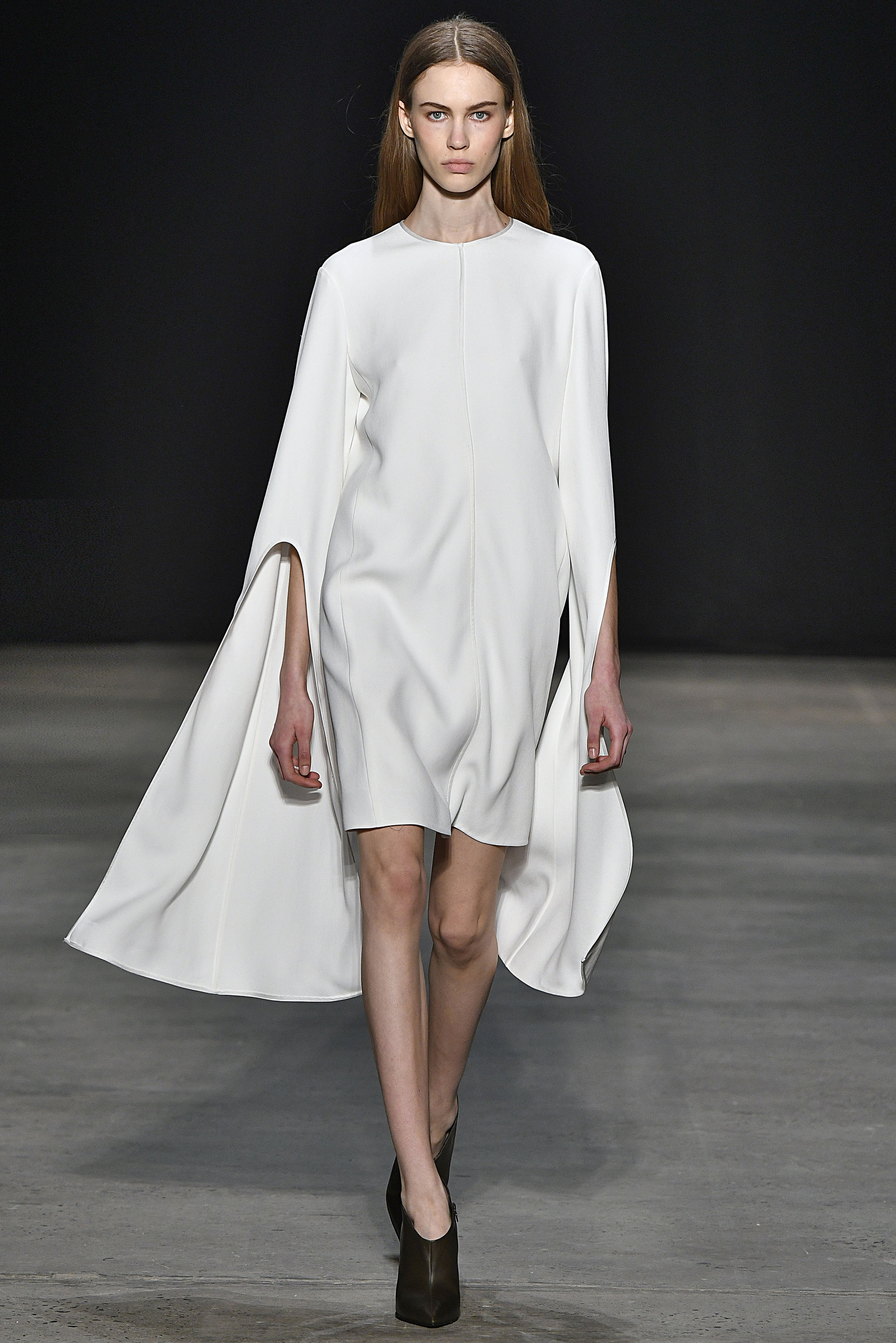 Narciso Rodriguez Fall 2017 collection. White twill crepe dress.