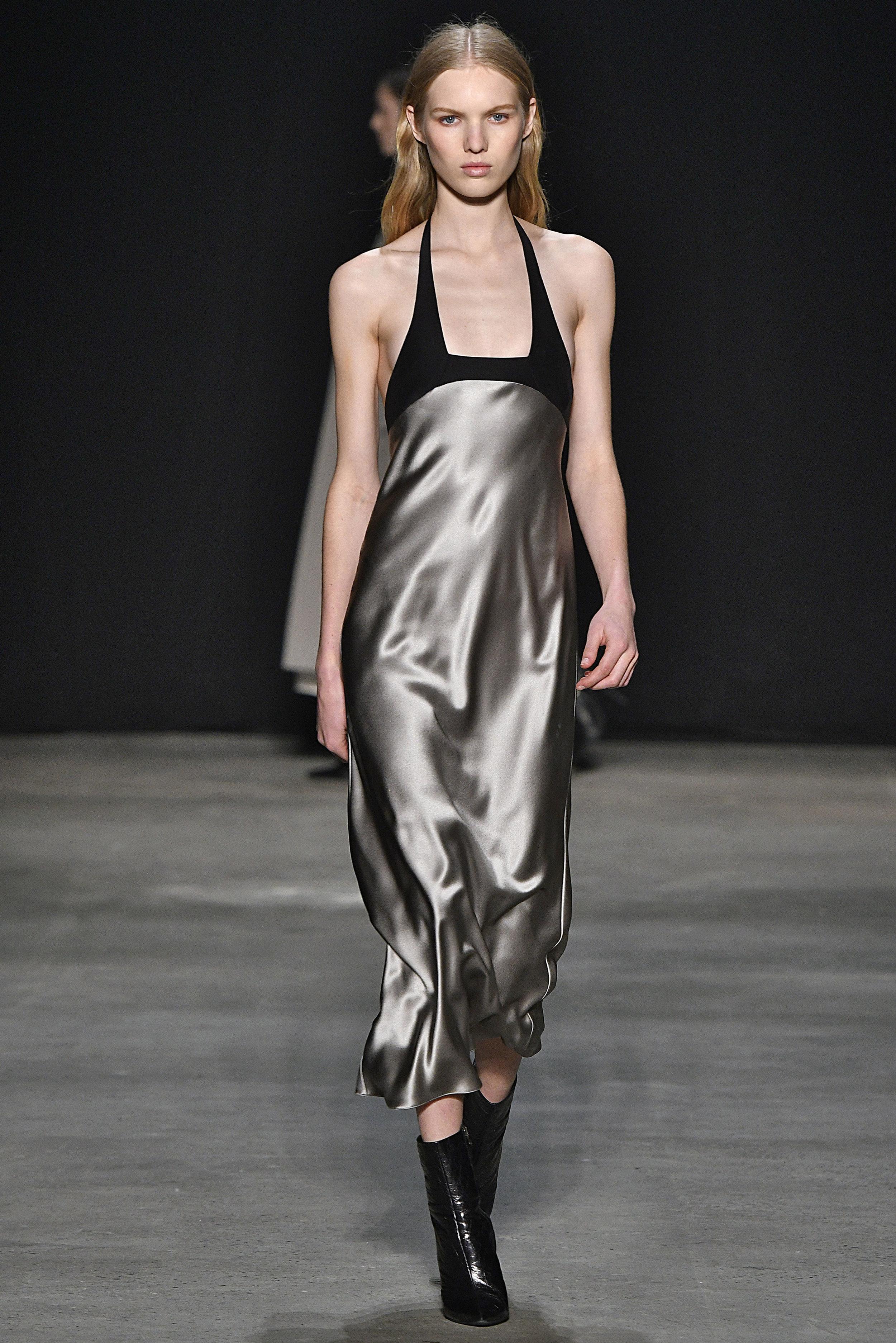 Narciso Rodriguez Fall 2017 collection. Khaki/black silk dress.
