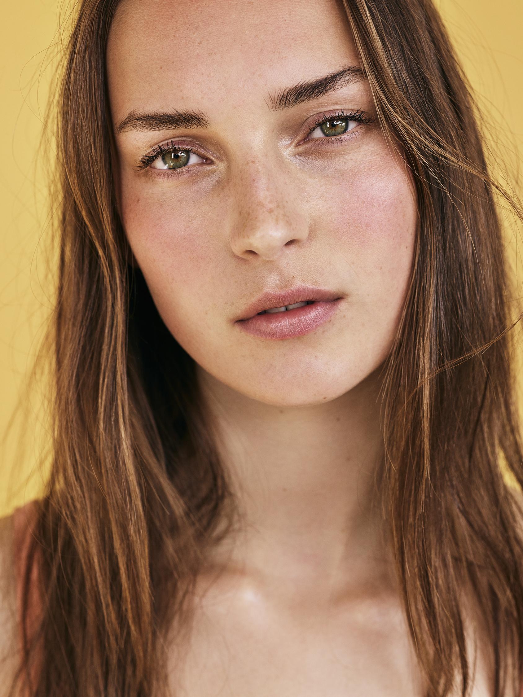 Look 3 Portrait of model Julia Bergshoeff.