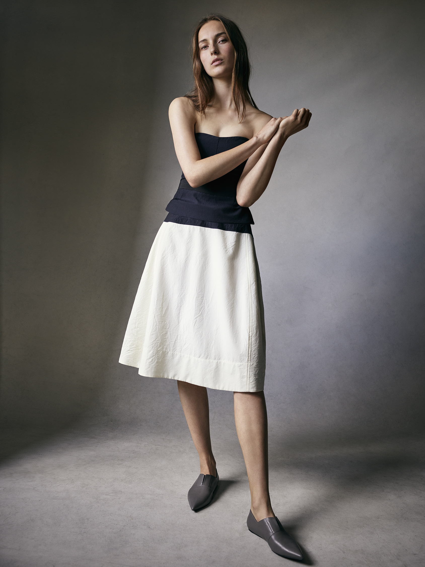 Look 10 Black wool-linen strapless top with white wool-linen full skirt.