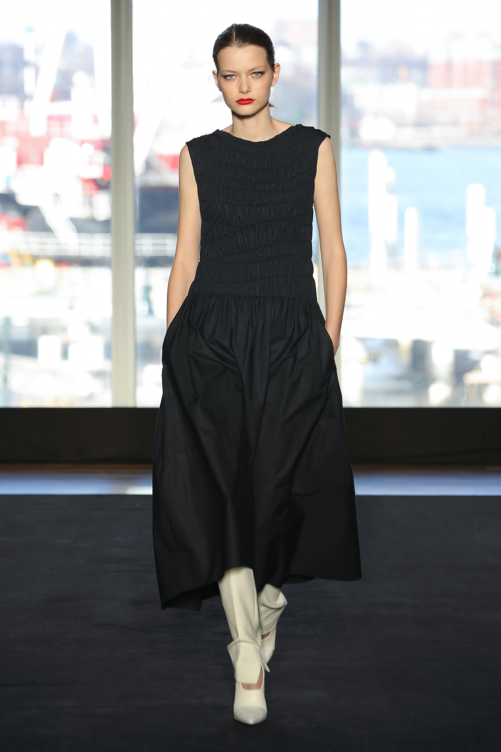 Look 7 Navy engineered pleated cotton dress over white wool twill pant.