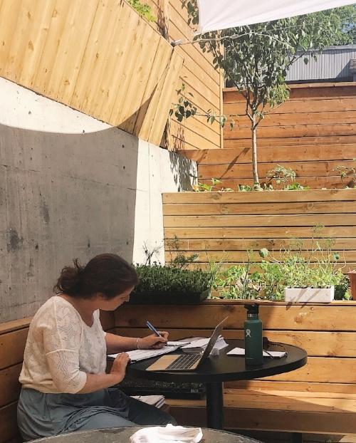 Photo credit: Lucía Ortega. (Emma working next to her garden @ Elena)