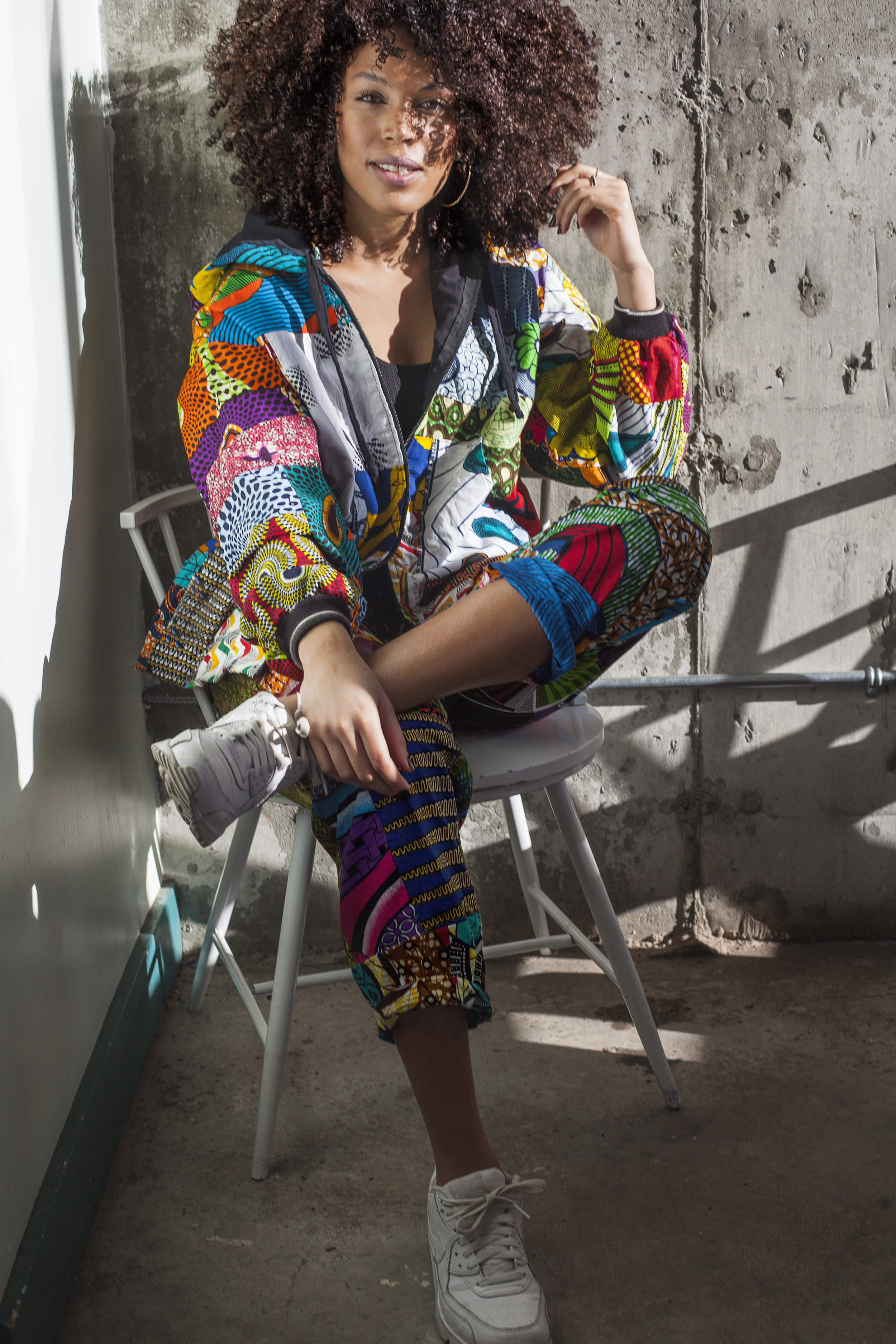 Crédit photo: Valérie Boulet  Lieu: Maesmi MTL  Vêtements: Batik Boutik