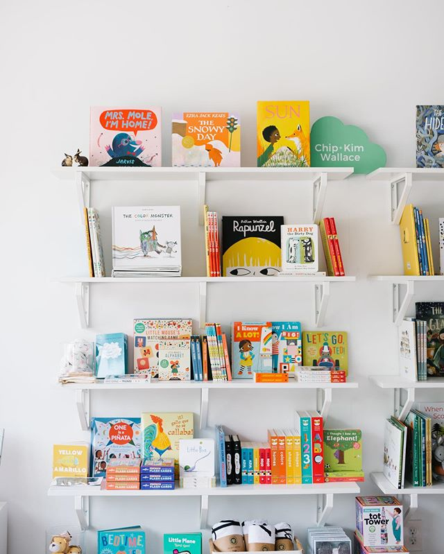 We're excited to share a sneak peek of the styling work we did for our friends @braveandkindbooks last month. This sweet space is filled with carefully curated titles for your little ones. If you haven't stopped by yet for French or Spanish story time, be sure to check out their September events.  For more information about our styling services, e-mail us at hello[at]scoutandarrow.com. Photos: @johnaandthewhale