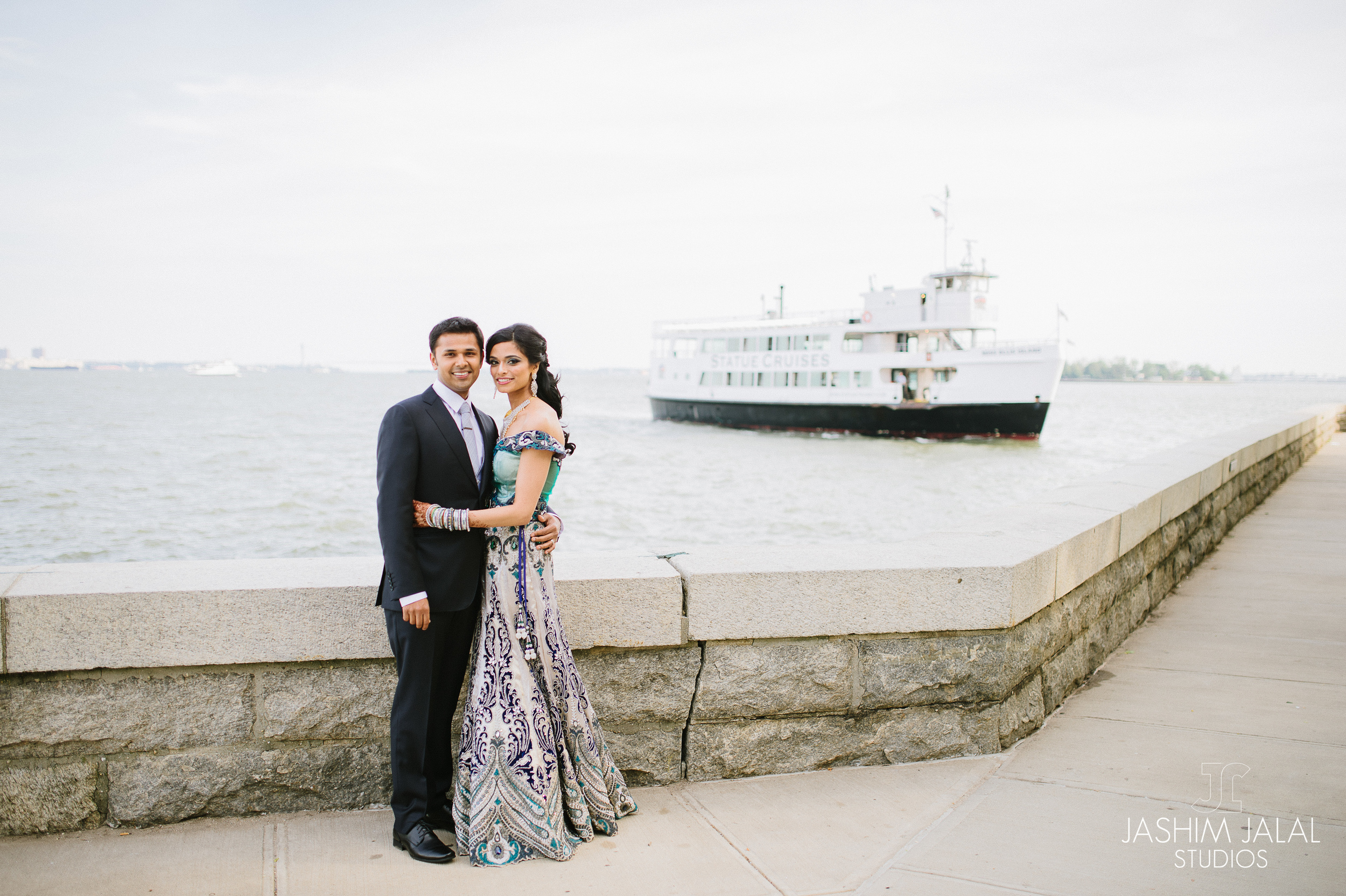 BRIDE AND GROOM WITH FERRY