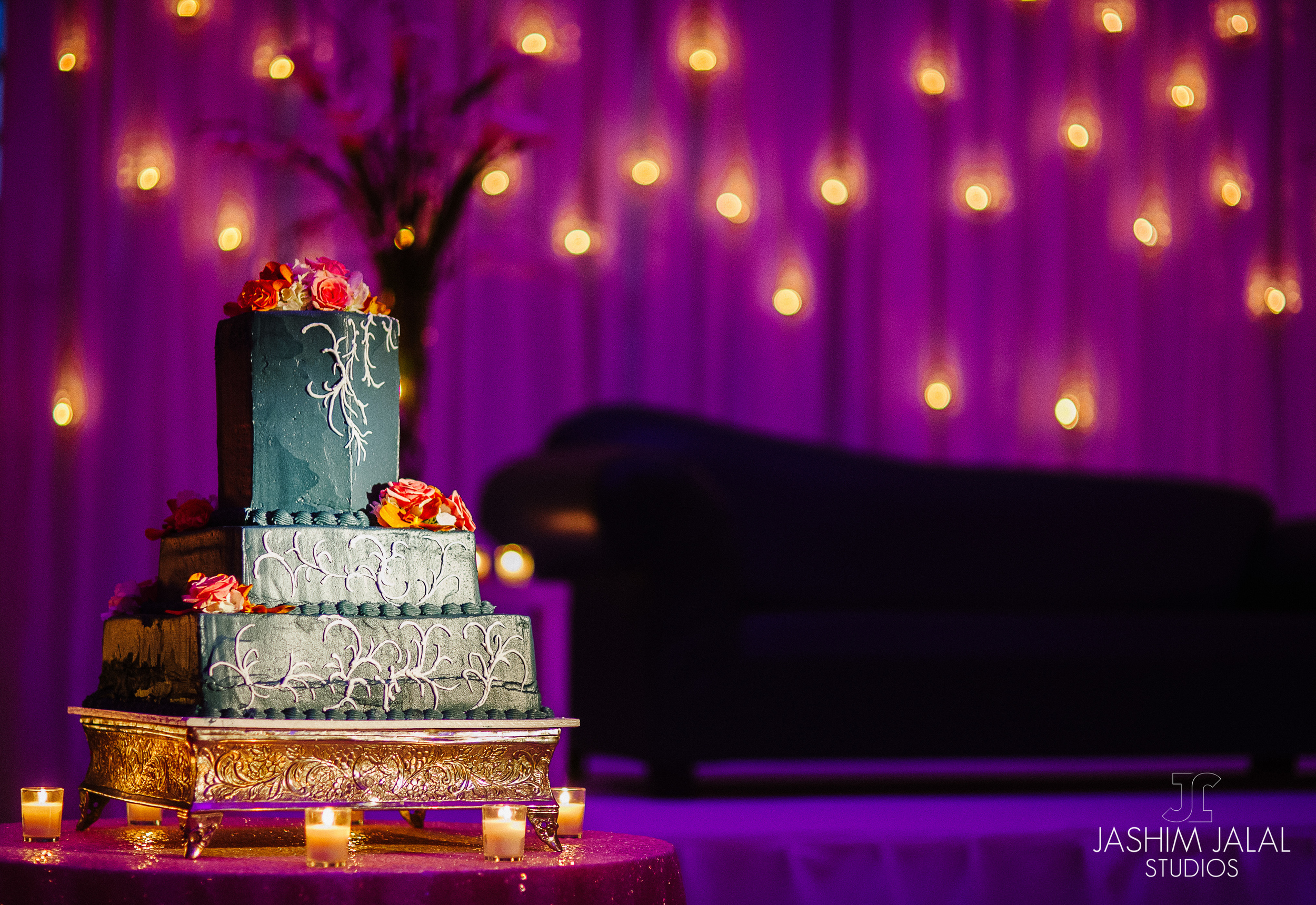 WEDDING CAKE AND BACKDROP