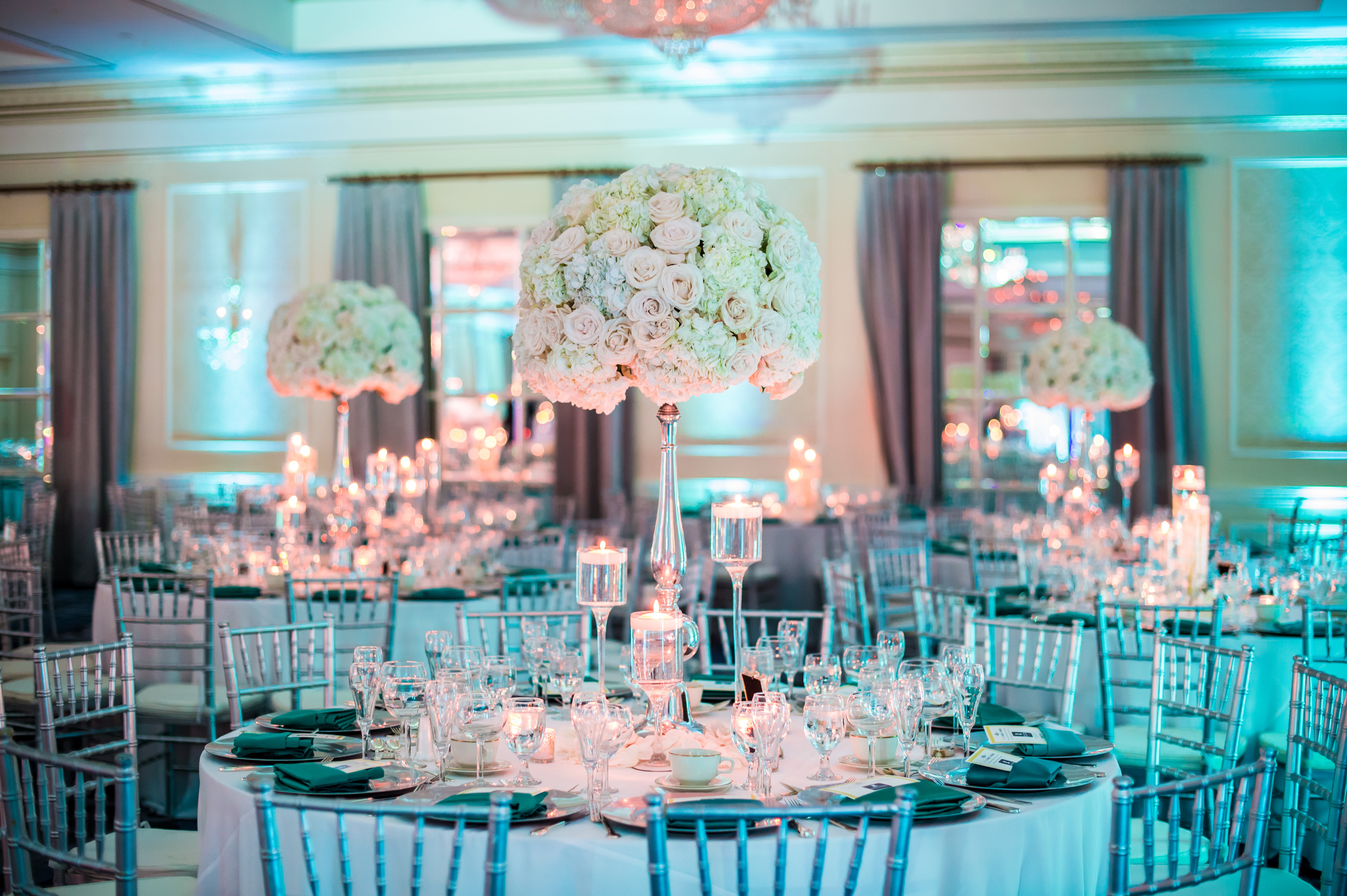 LARGE WHITE CENTERPIECE