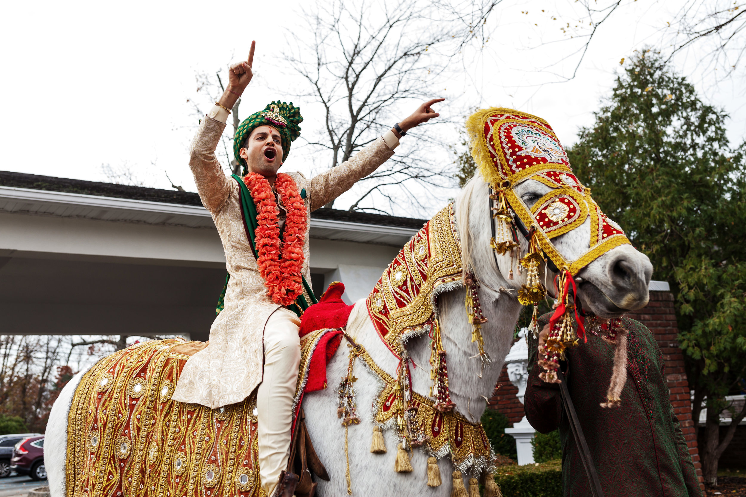 GROOM HAVING FUN ON BARAAT HORSE.JPG