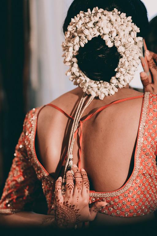 INDIAN WEDDING BRIDE WITH HEADPIECE2.jpg