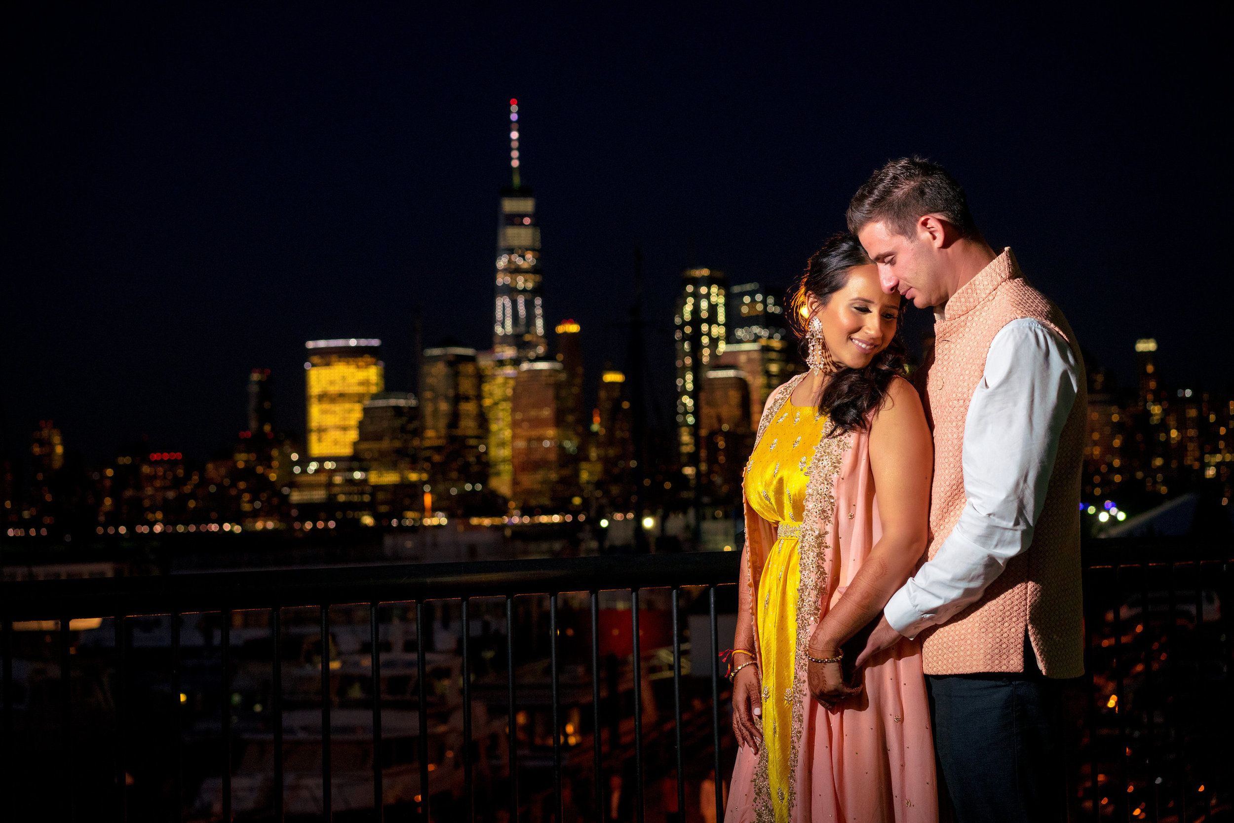 INDIAN WEDDING BRIDE AND GROOM CITYSCAPE VIEW.JPG