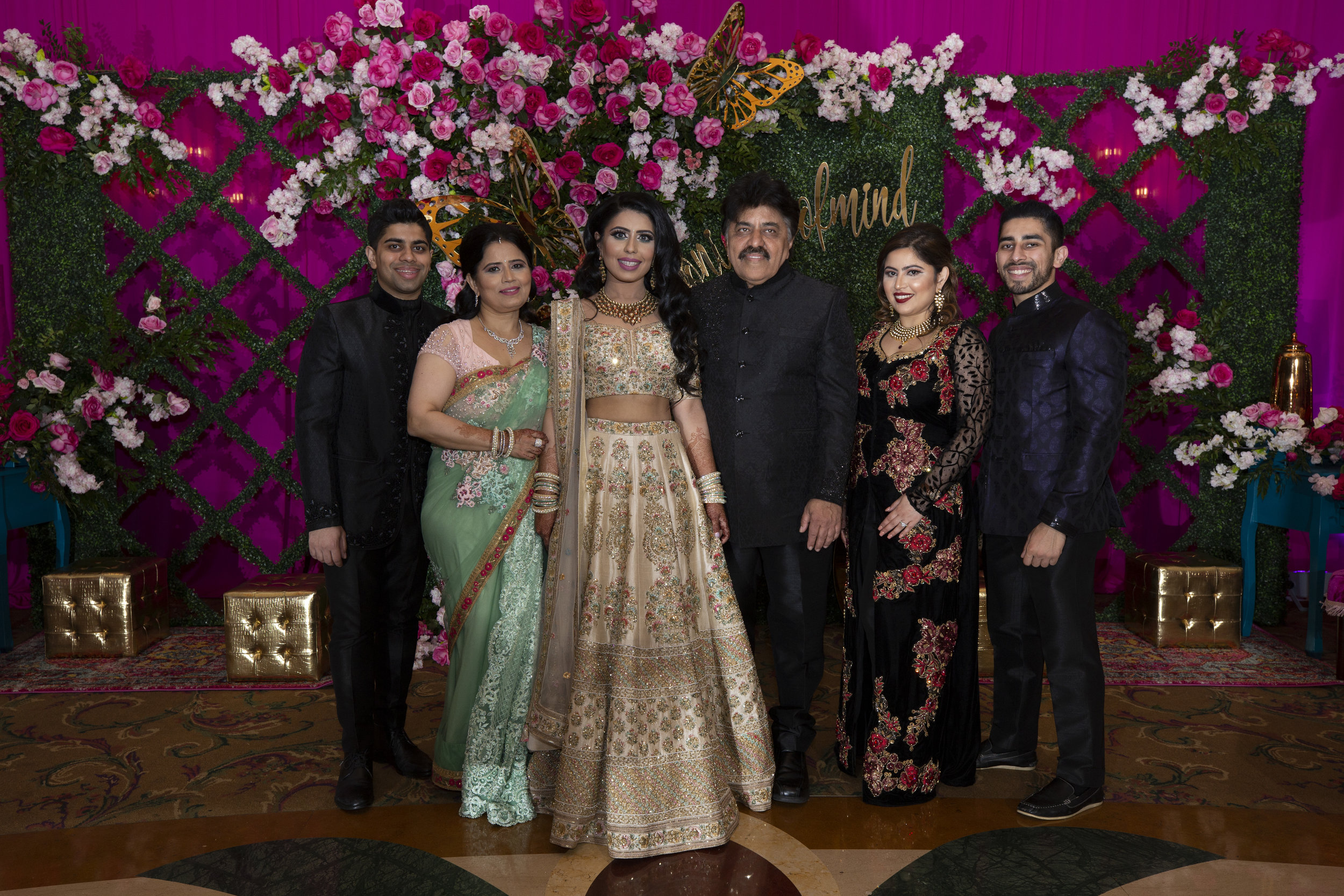 INDIAN WEDDING BRIDE FAMILY.JPG