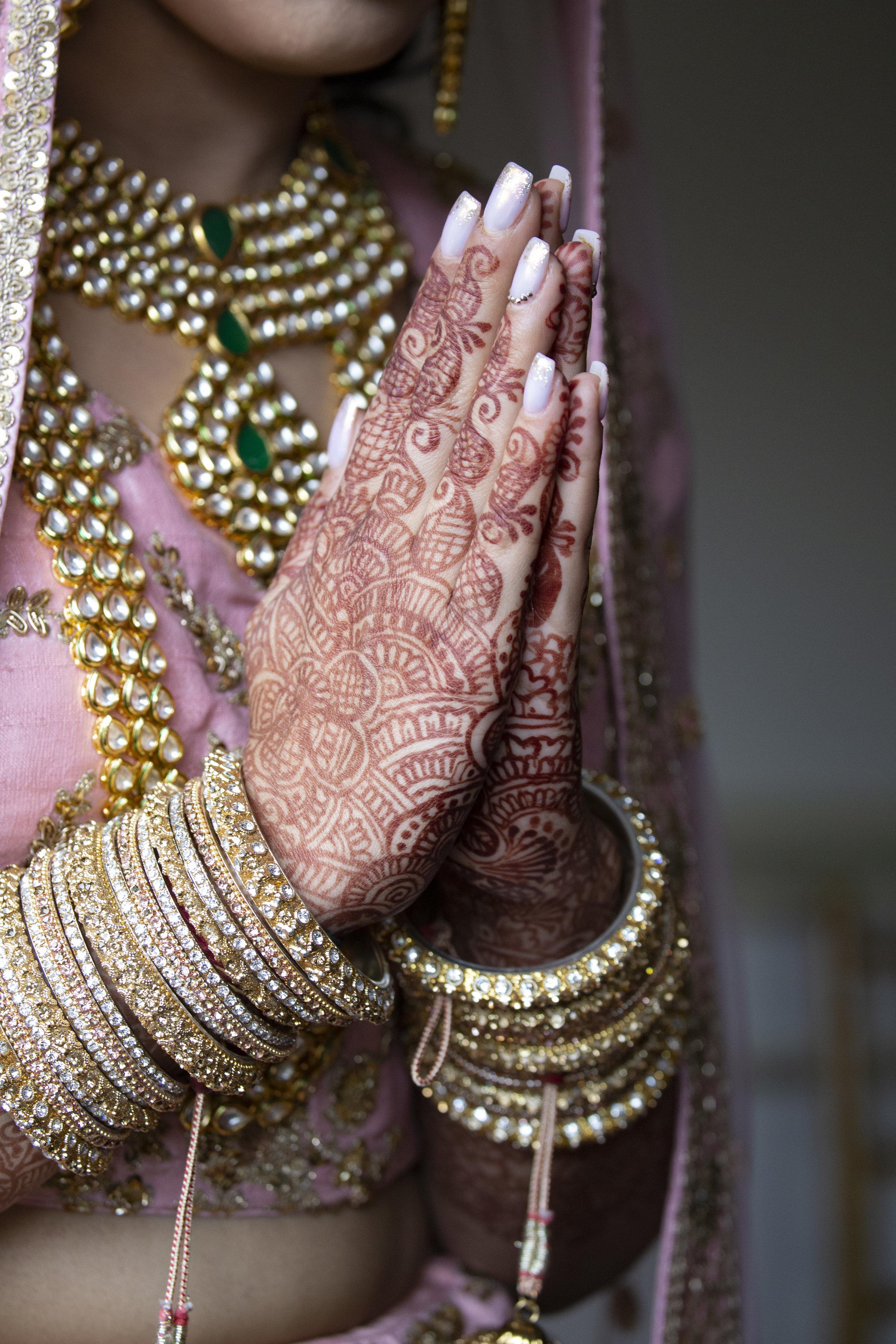 INDIAN WEDDING BRIDE HAND HENNA.JPG