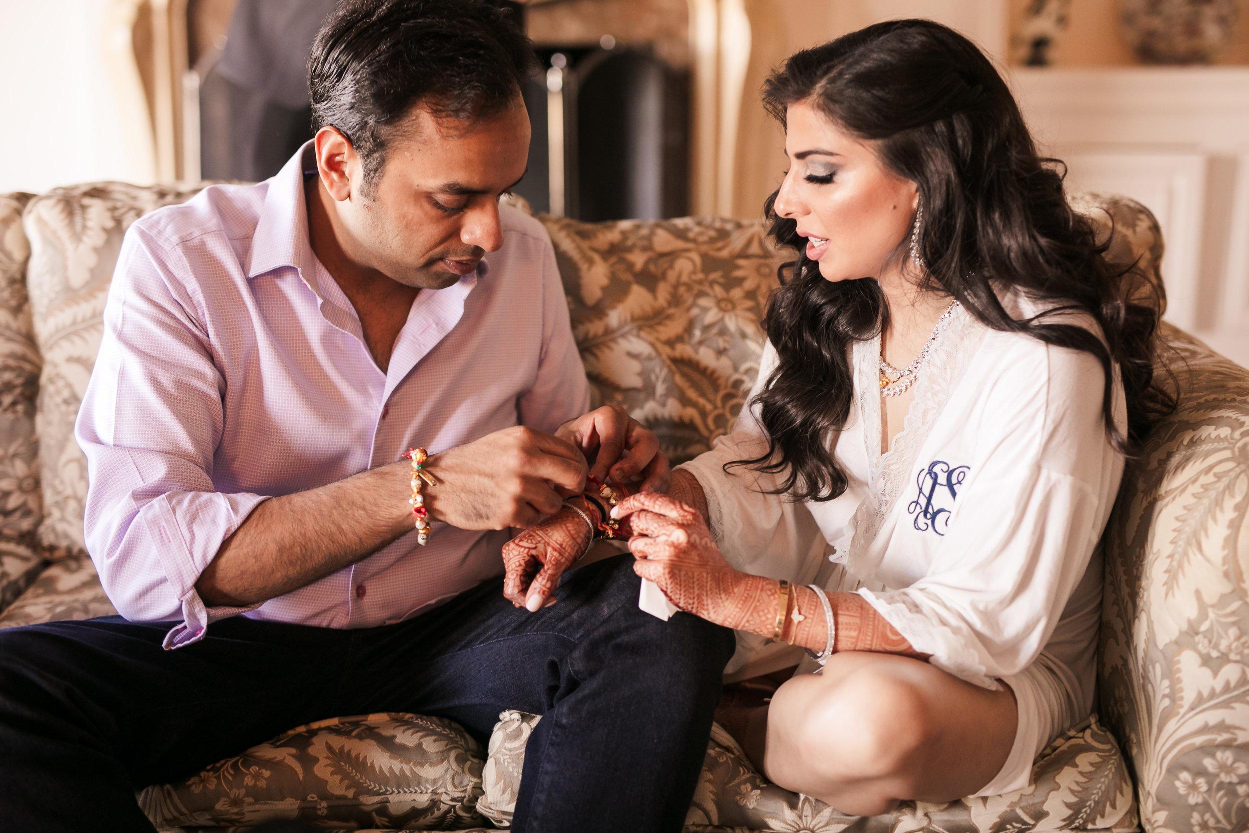 INDIAN WEDDING BRIDE AND GROOM GIFT EXCHANGING.jpg