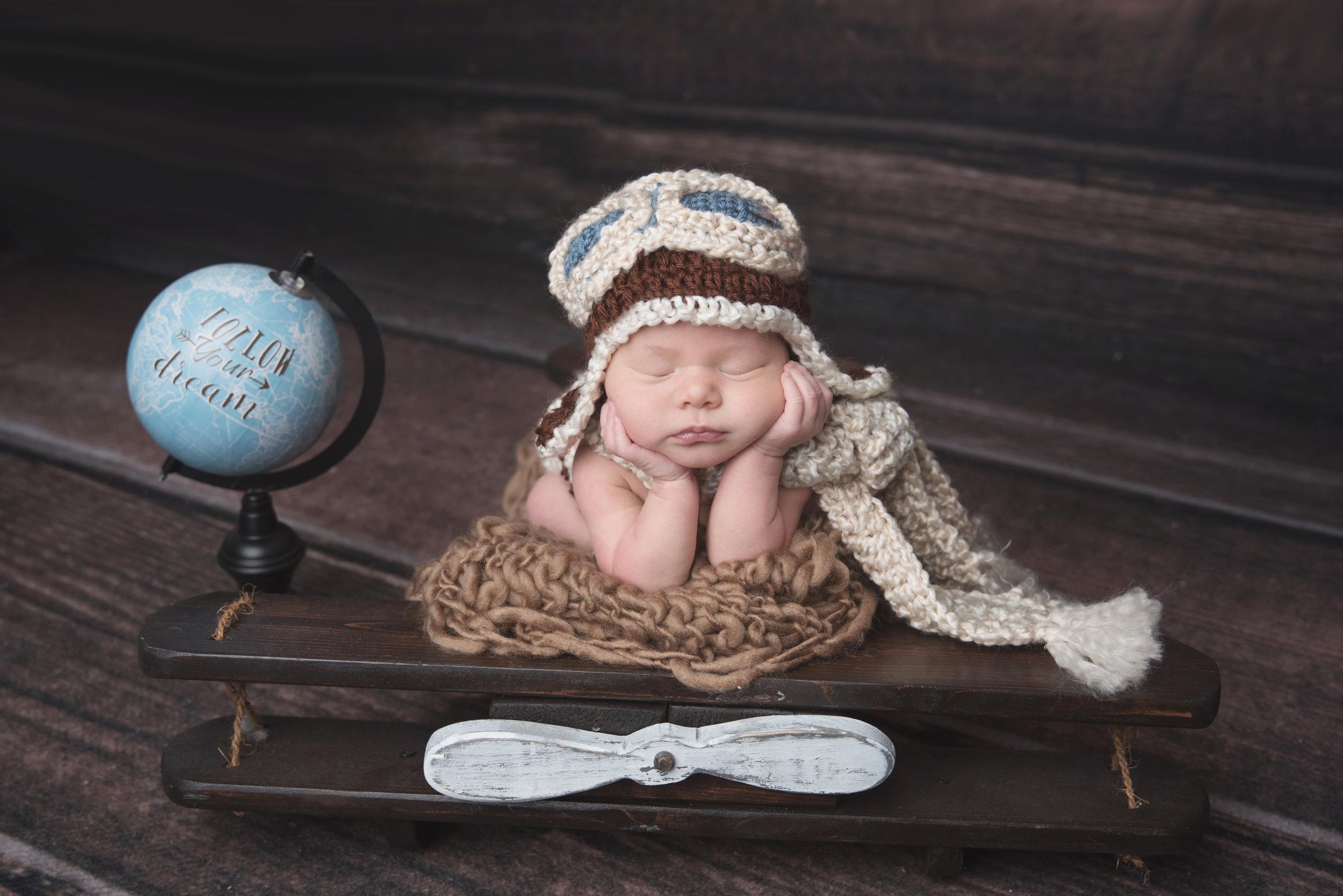 newborninaviatorhat.jpg