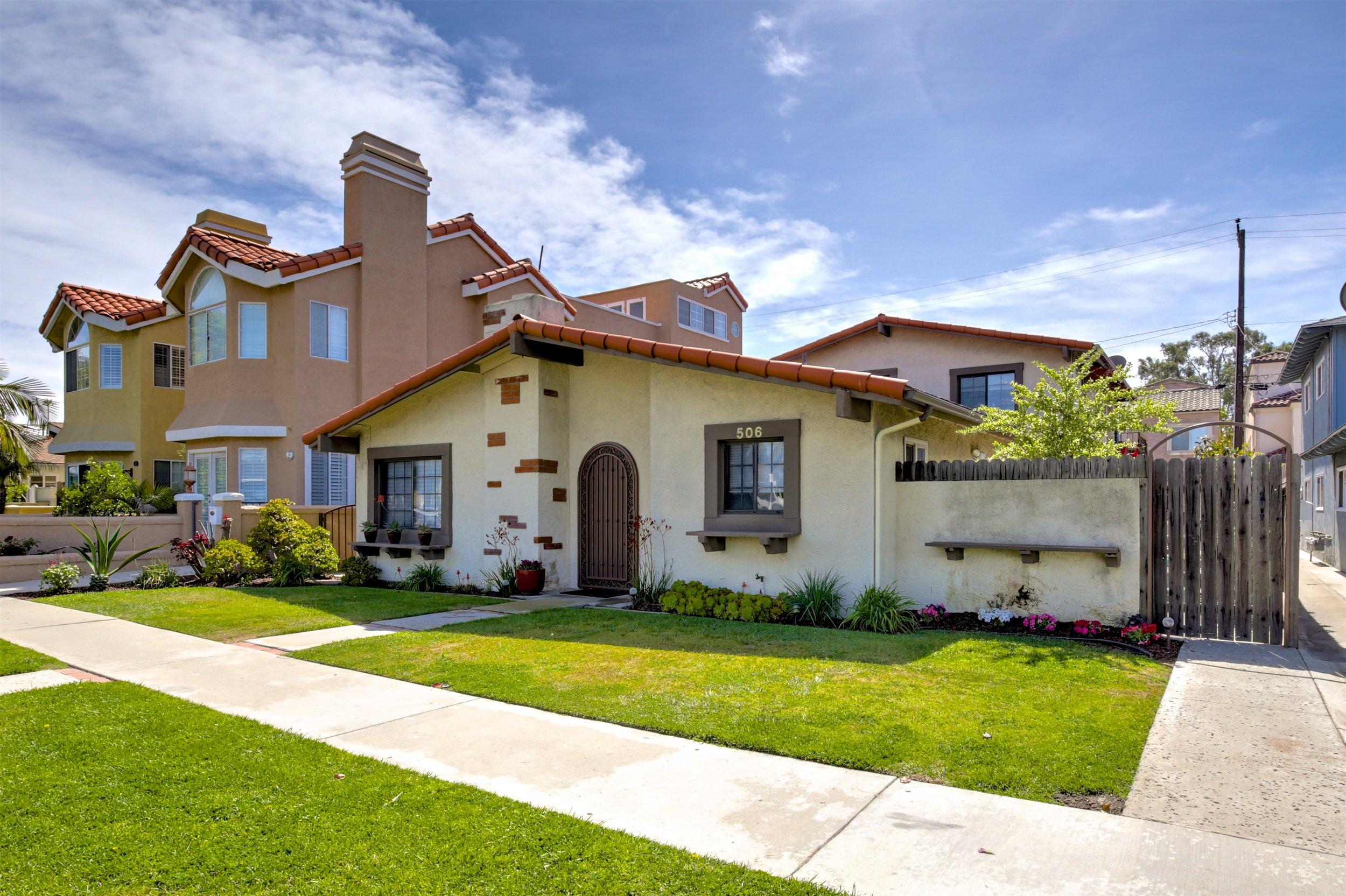 BEACH TRIPLEX - SOLD by MARIA X for $1,560,000506 17th St. Huntington BeachTriplex - 7 Beds 6 Baths 3,099 Sq. Ft. (A)