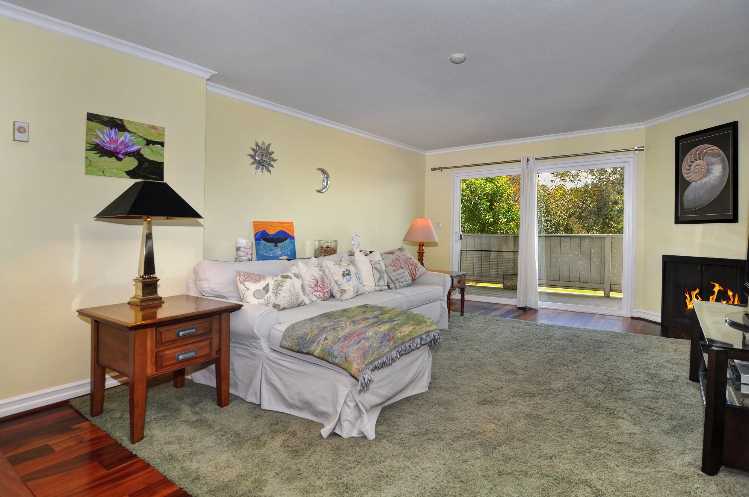 5 Min. to the Beach - SOLD by MARIA X for $565,0001321 Beryl Street #202, Redondo Beach2 Bedrooms, 2 Baths, 1199 sq. ft. (A)