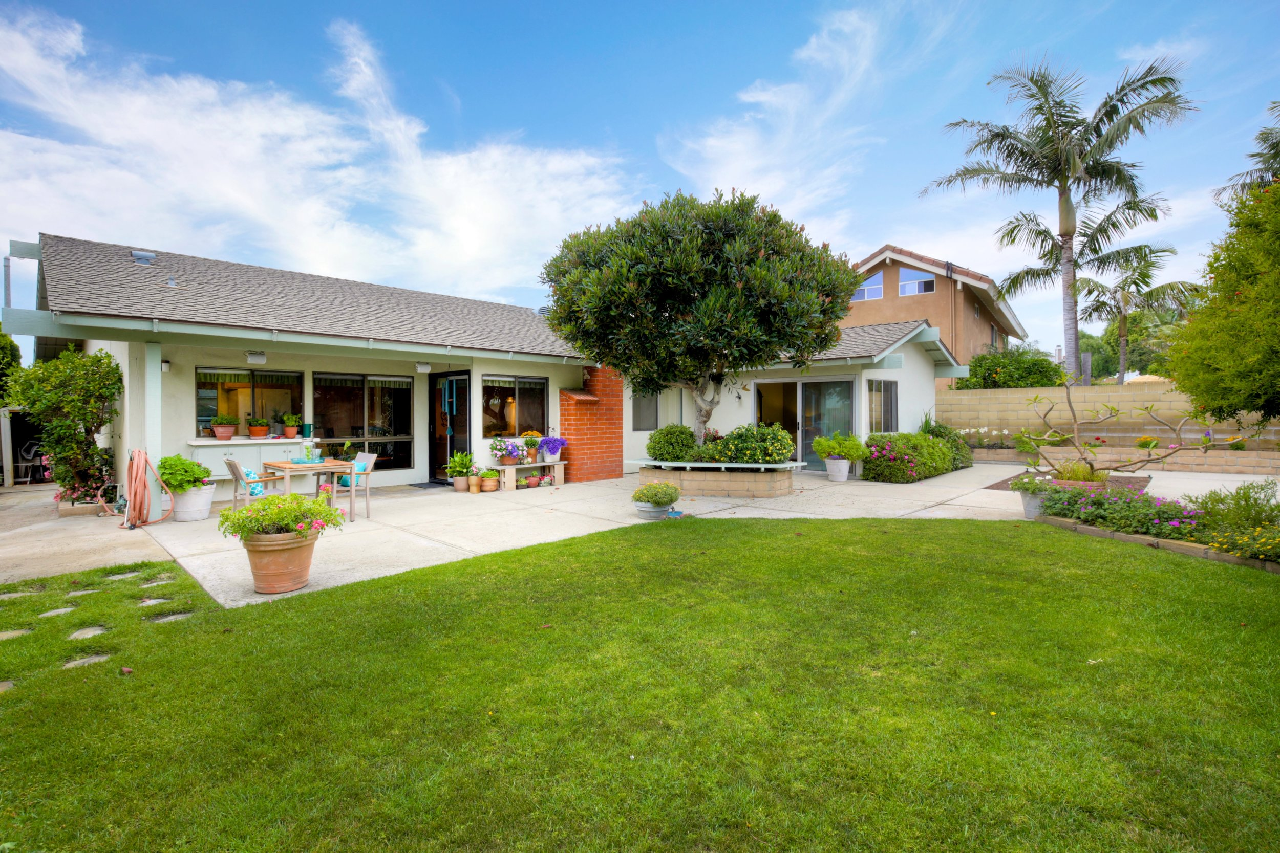 - Rare SeaCliff Single StorySOLD by MARIA X for $1,185,00019472 Surfdale Ln. Huntington Beach4 Bedrooms/2 Baths 1860 Sq ft.