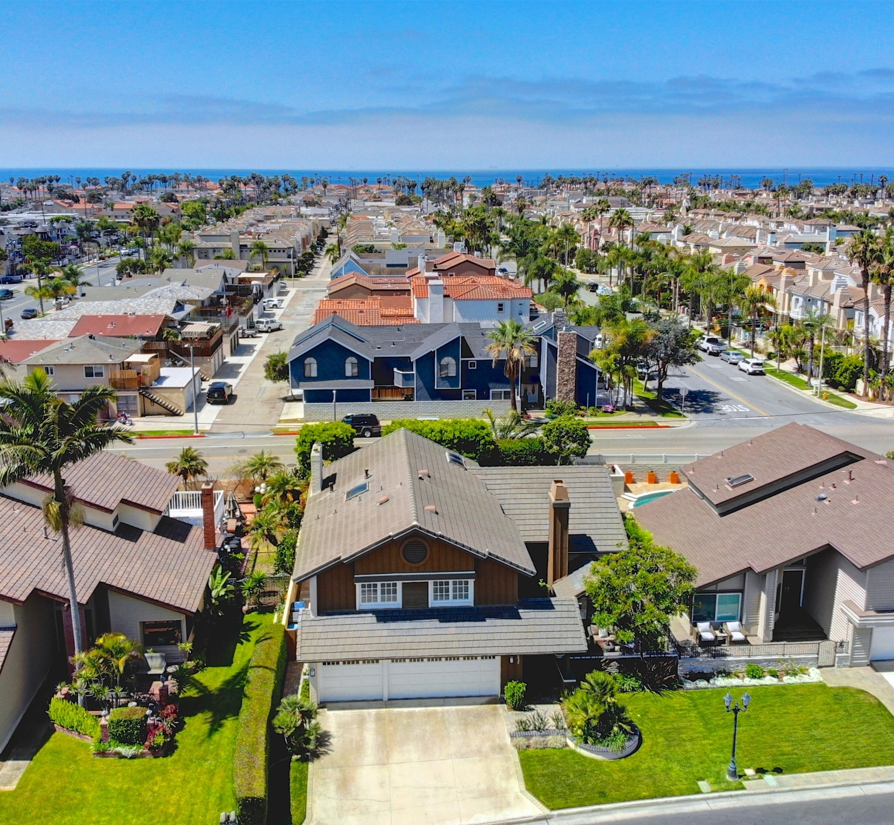 - Beach Close SandCastle EstatesSOLD by MARIA X at $1,492,0006832 Presidente Dr. Huntington Beach4 Bedrooms | 3 Baths | 2917 sq. ft.For More Pics, Info & Video