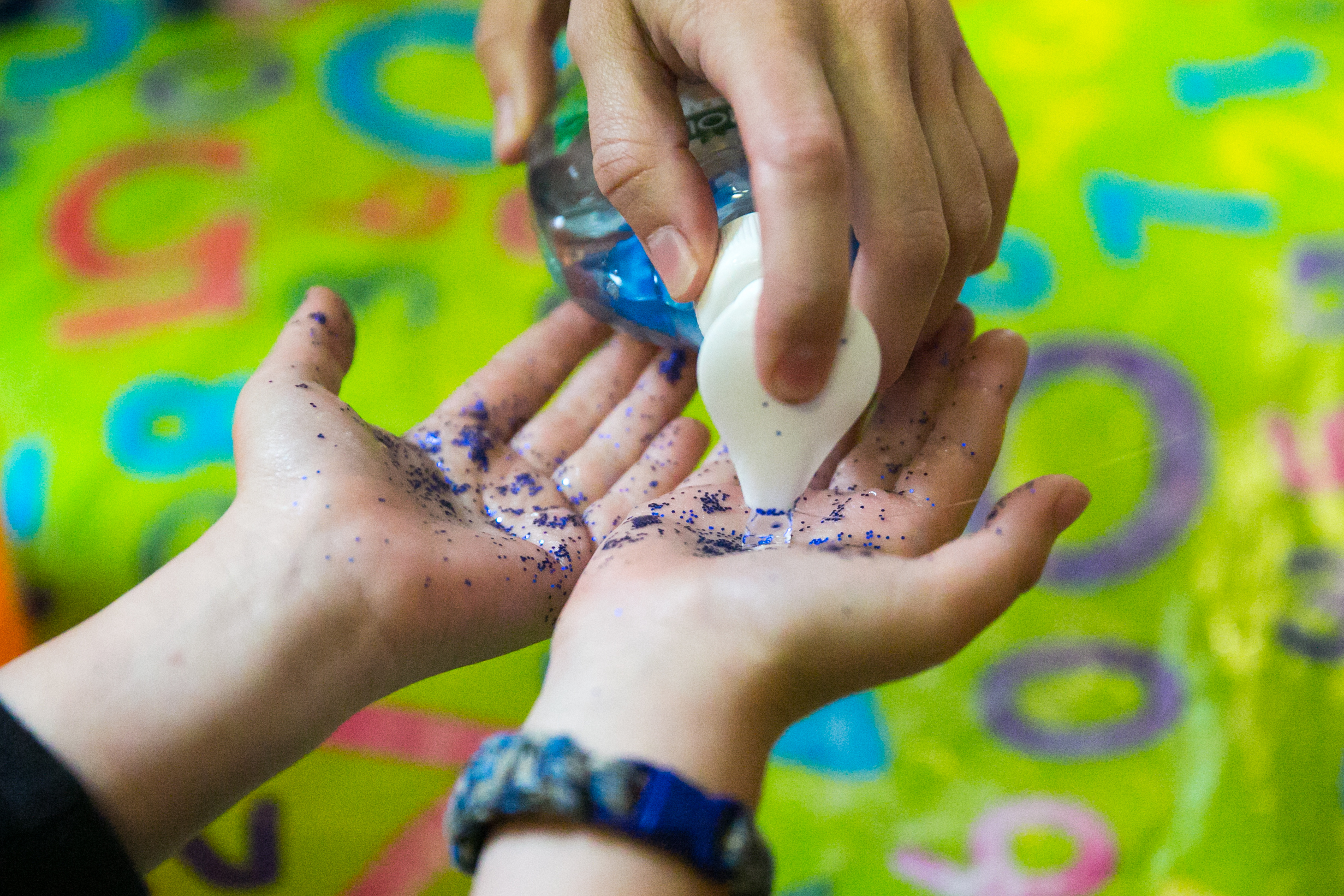 Using glitter to teach about how easily germs spread without washing your hands
