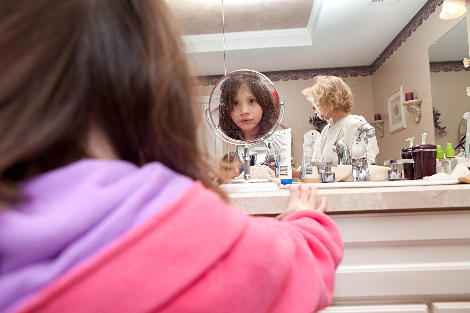 CareyKirkella_julia_mom_bathroom_8753.jpg