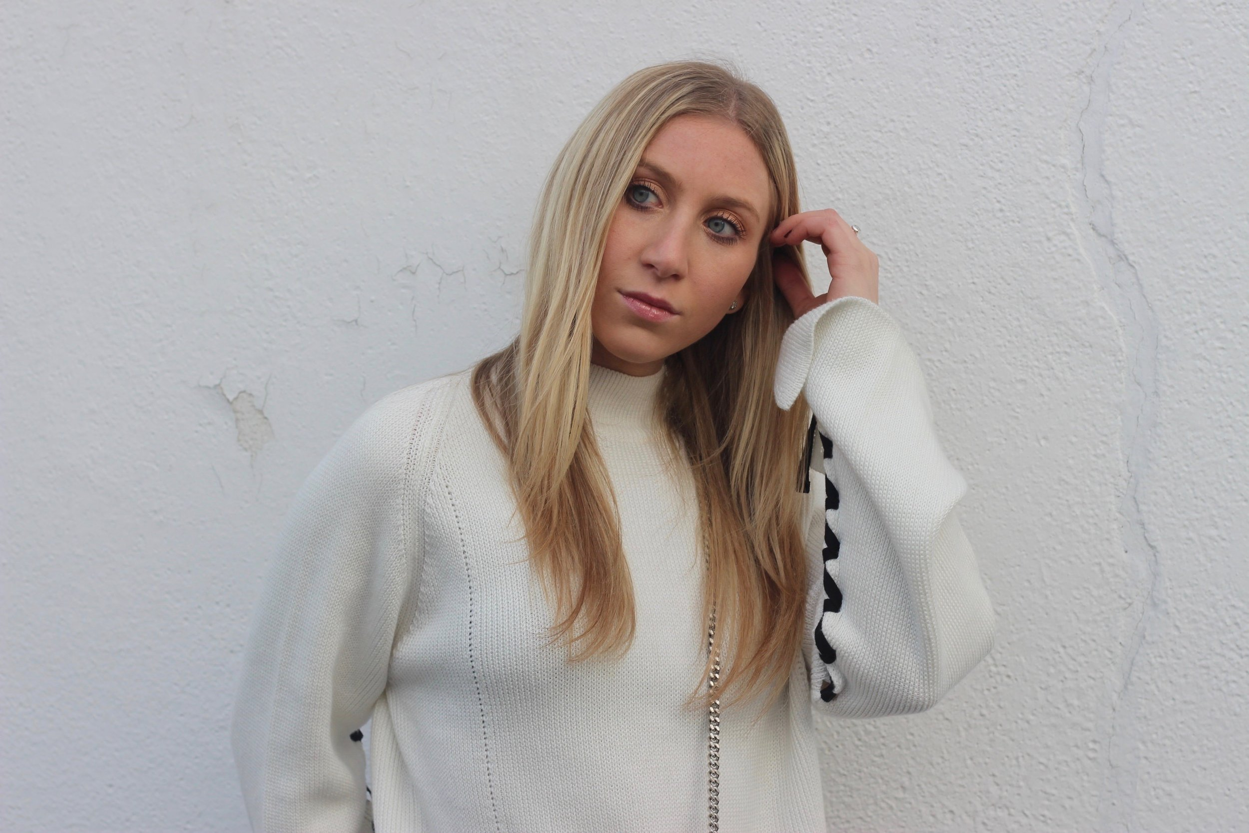 Carly of Au Courant Life wearing statement sleeve sweater by Topshop
