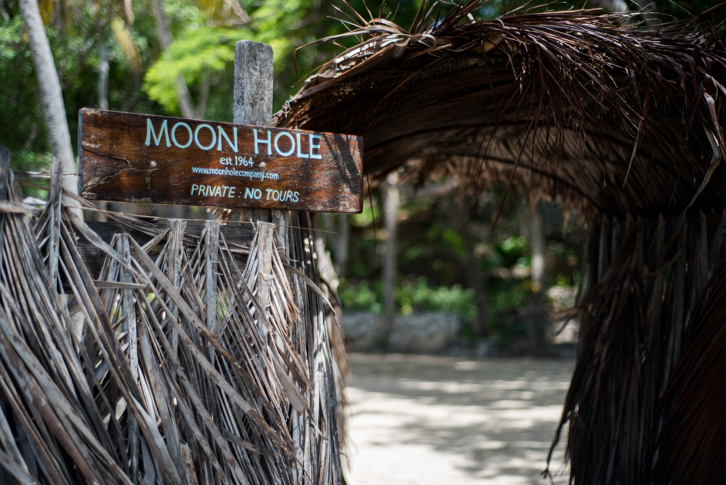 moonhole01.jpg