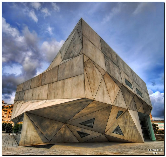 The Tel Aviv Museum of Art. Photo     by Ron Shoshani, courtesy     Creative Commons