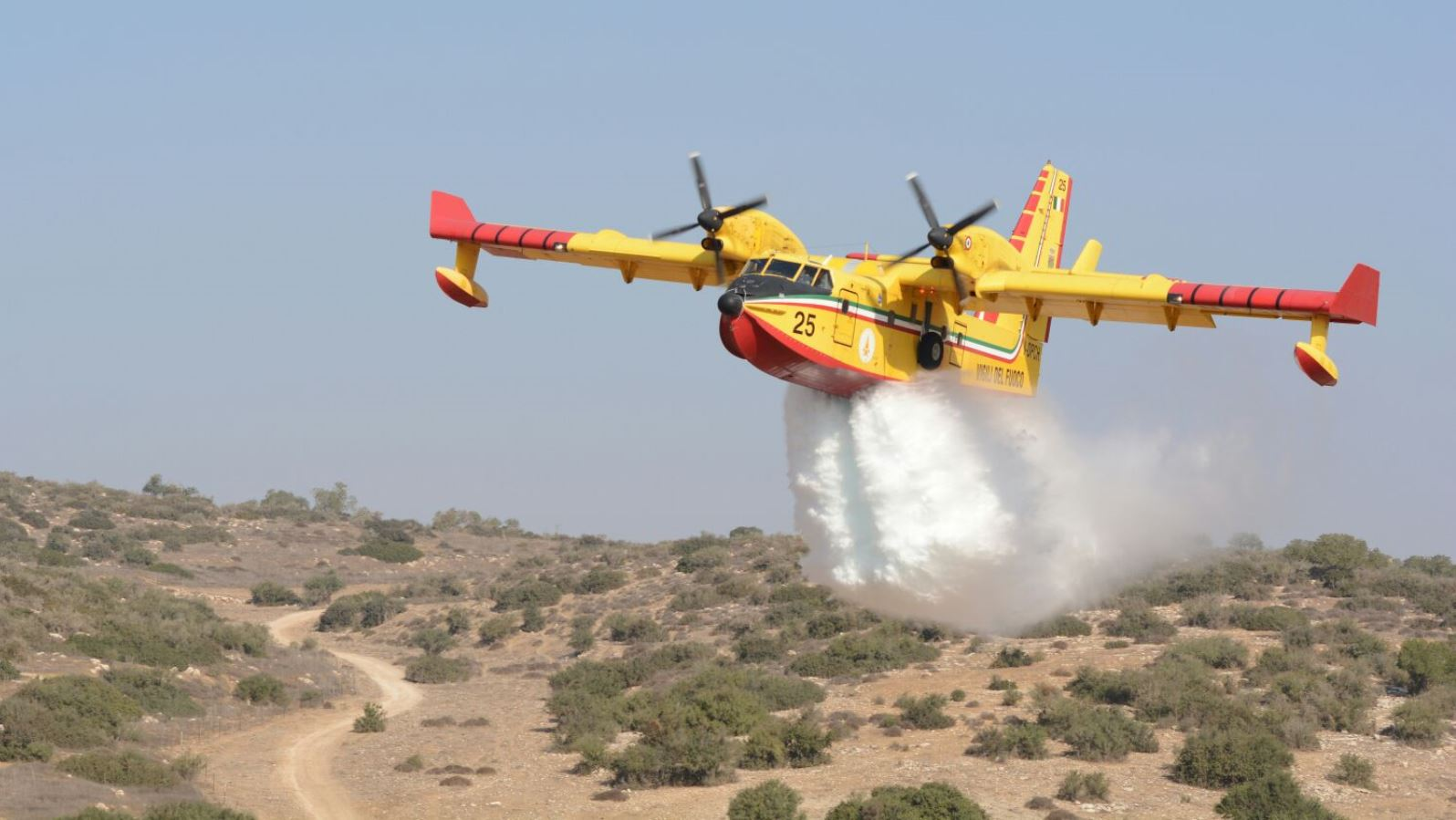 A firefighting plane from Italy participating in the joint forest fire drill, October 25, 2017. Photo courtesy of Israel Firefighting and Rescue Authority