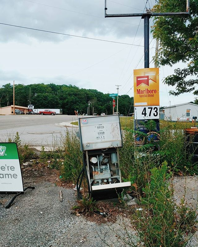 Typical roadside sights of Christiansburg #ruralvirginia #marathongas #roanokestreet #christiansburgva #leaveittherelikeyoujustdontcare