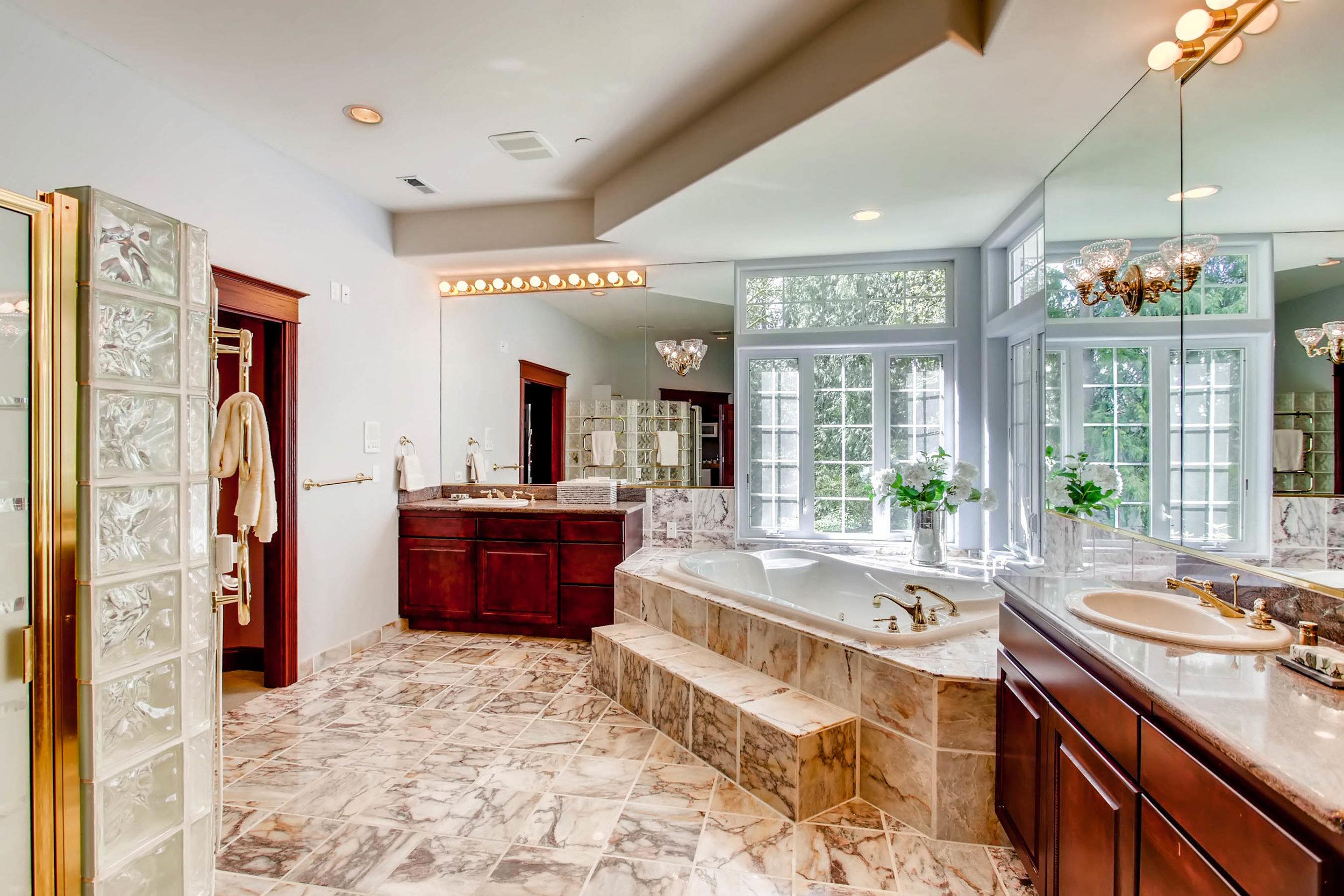 22135 Se 134th St Issaquah WA-print-020-16-Master Bathroom-2700x1800-300dpi.jpg