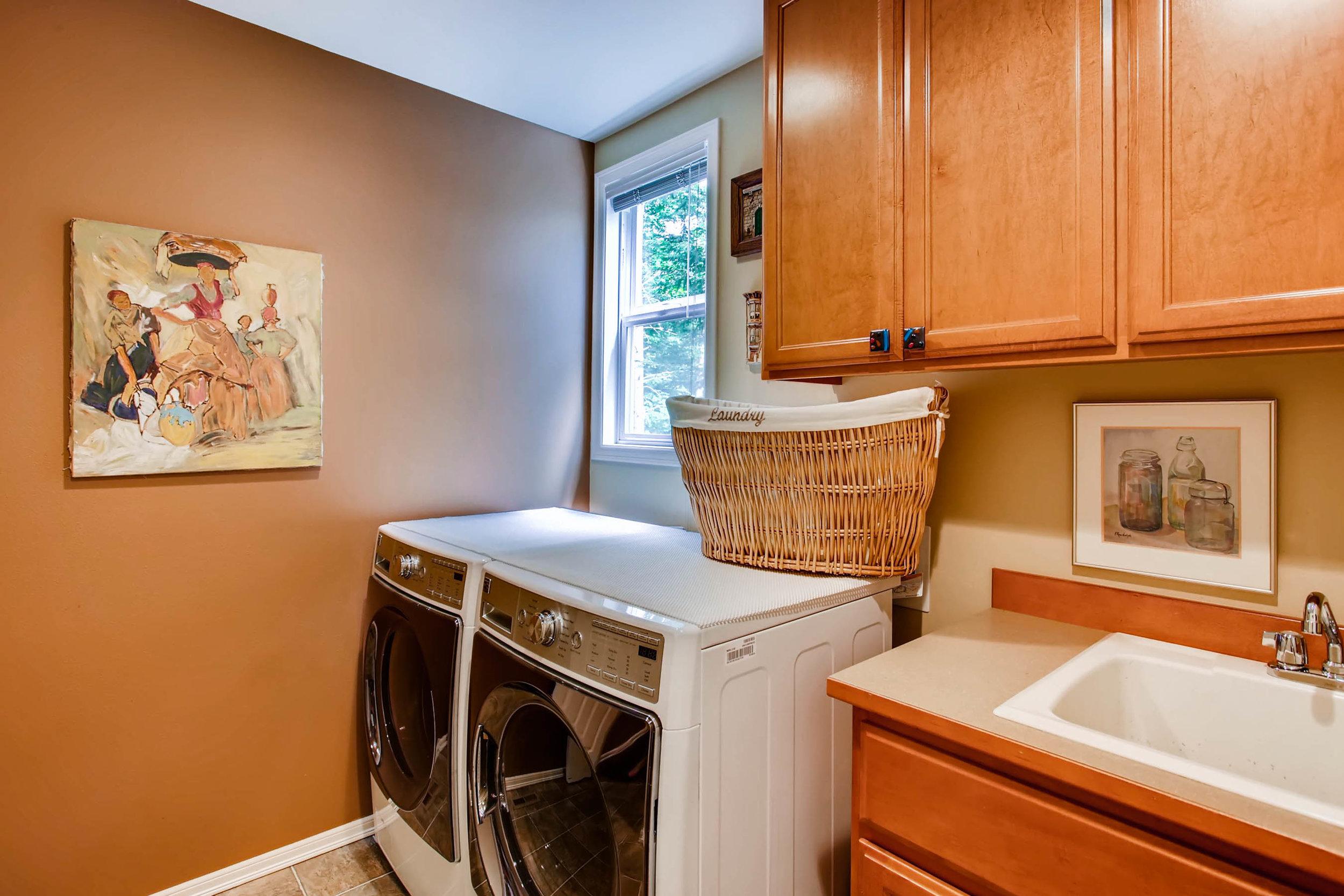 12021 Club House Lane Mukilteo-print-024-21-Laundry Room-2700x1800-300dpi.jpg