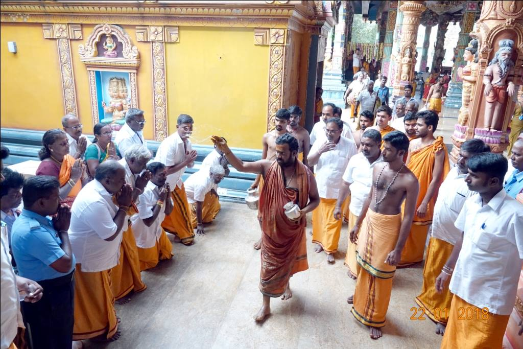 Amma blessing devotees