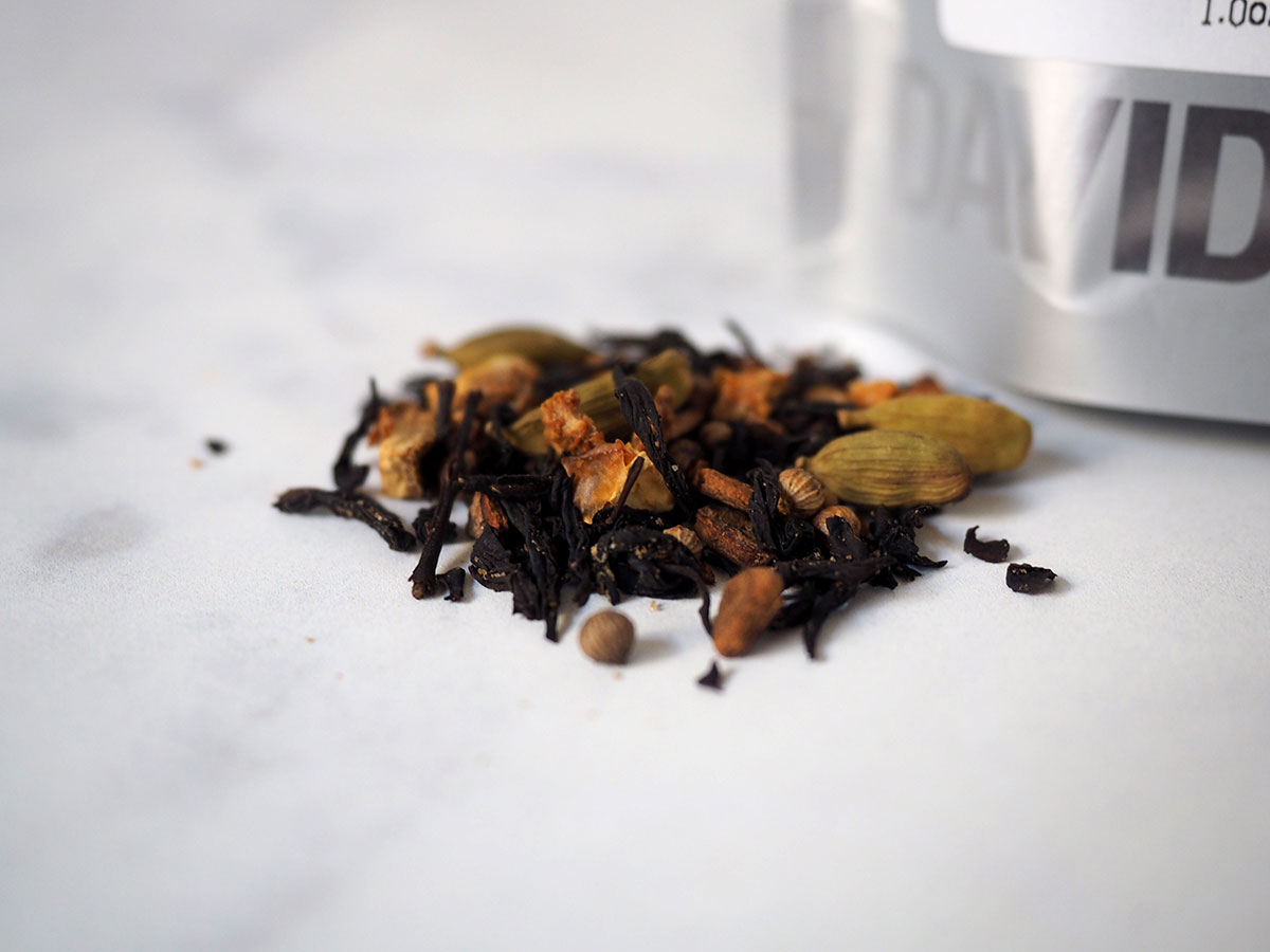 My favorite teas from December plus my thoughts on 2016 as a whole, the good and the bad. I review two teas: a cozy black tea and a zen-filled white and green tea.