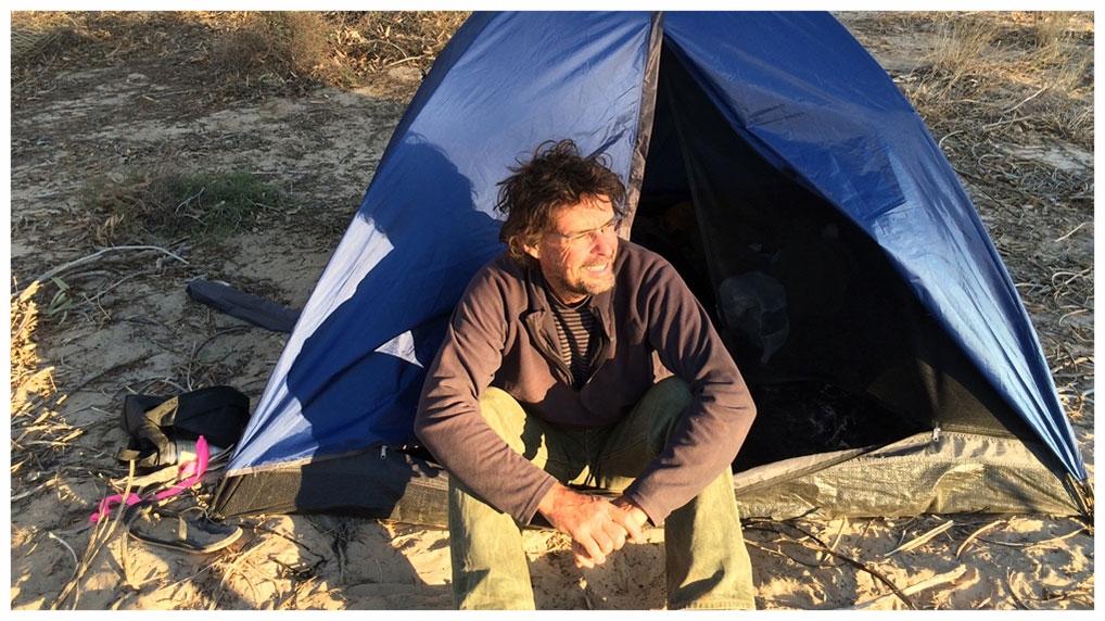 Robert Nugent / Simpson Desert / 2014 /   Filming Night Parrot Stories.
