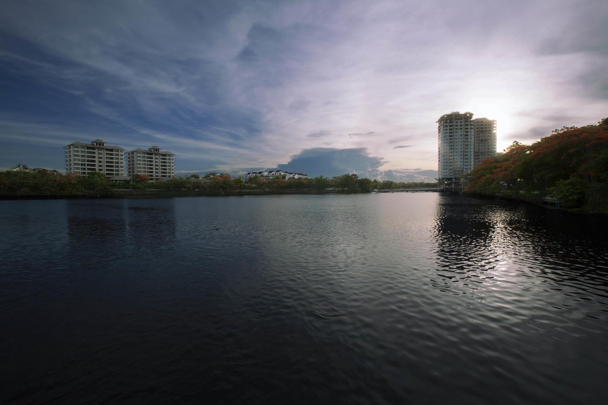 Villa Lake.jpg