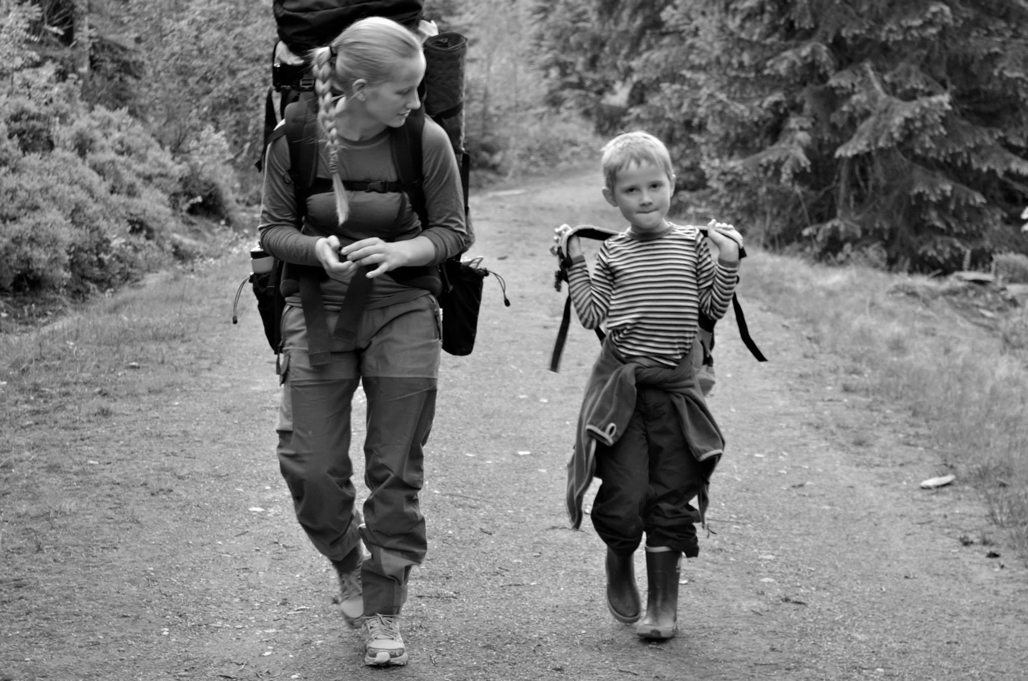 Storesøster og lillebror på telttur!