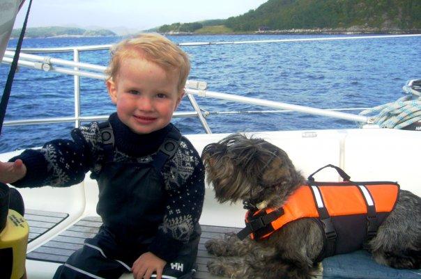 Birk sin aller første seiltur. Vi seilte en hel helg og sov i båten.