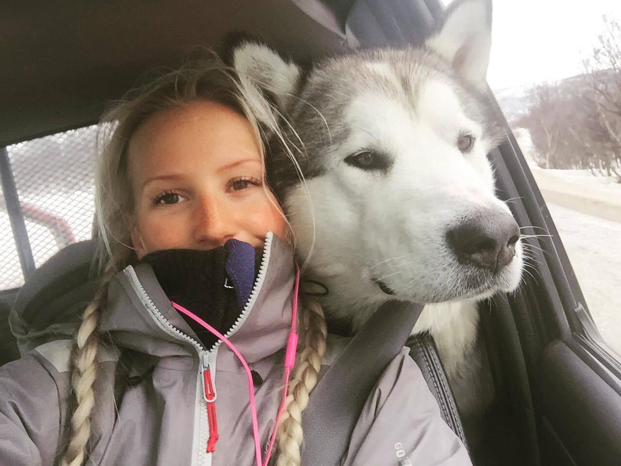 Jeg og Nanook vil iallefall være gjenkjennelig - den lille jenta med den store hunden! ;)